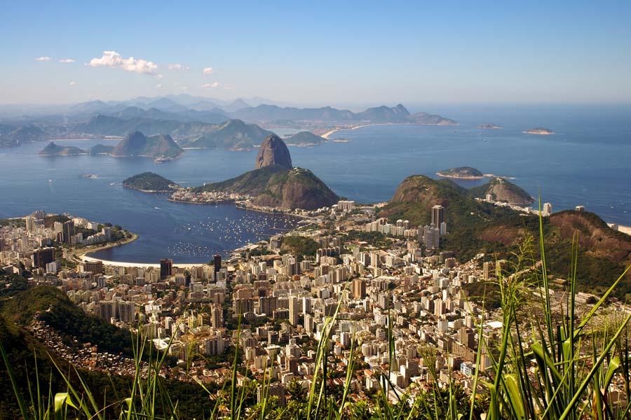 Blick vom Corcovado auf Botafogo und den Zuckerhut