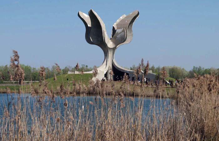 sisak211205spomen podrucje Jasenovacsnimio Miroslav Kis-desk-