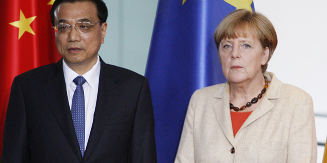 Chinese Prime Minister Li Keqiang (2nd L) and German Chancellor Angela Merkel (2nd R) look on as German Vice Chancellor, Economy and Energy Minister Sigmar Gabriel (R) and Gao Hucheng (L), Chinese Minister of Commerce, sign an agreement on legal and political exchange during a signing ceremony after talks at the Chancellery in Berlin on October 10, 2014. China's Premier Li's 14 ministers met 12 German counterparts to discuss cooperation in fields ranging from climate change and agriculture to using German green-tech to manage China's breakneck economic growth. AFP PHOTO / TOBIAS SCHWARZduring a signing ceremony after talks at the Chancellery in Berlin on October 10, 2014. China's Premier Li's 14 ministers met 12 German counterparts to discuss cooperation in fields ranging from climate change and agriculture to using German green-tech to manage China's breakneck economic growth. AFP PHOTO / ODD ANDERSEN