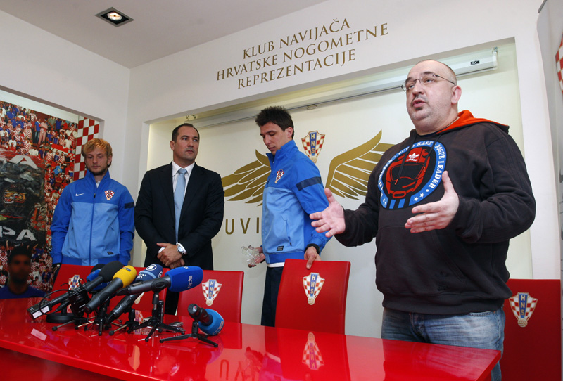 Kruno Grlević (sasvim desno)
