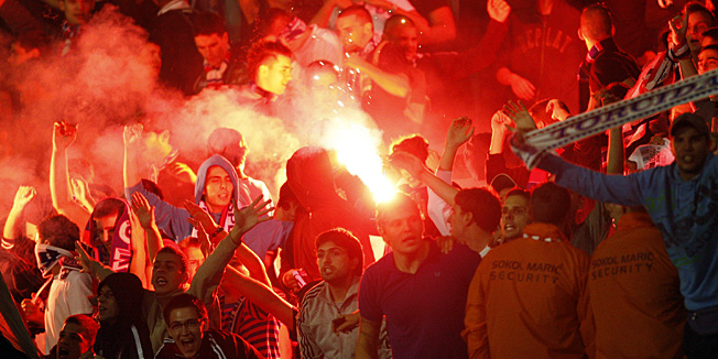 Zagreb, 290912.Stadion Maksimir.10. kolo MAX TV 1. HNL, nogometna utakmica izmedju GNK Dinamo i HNK Hajduk.Na fotografiji: baklje Torcide na juznoj tribini.Foto: Tomislav Kristo / CROPIX