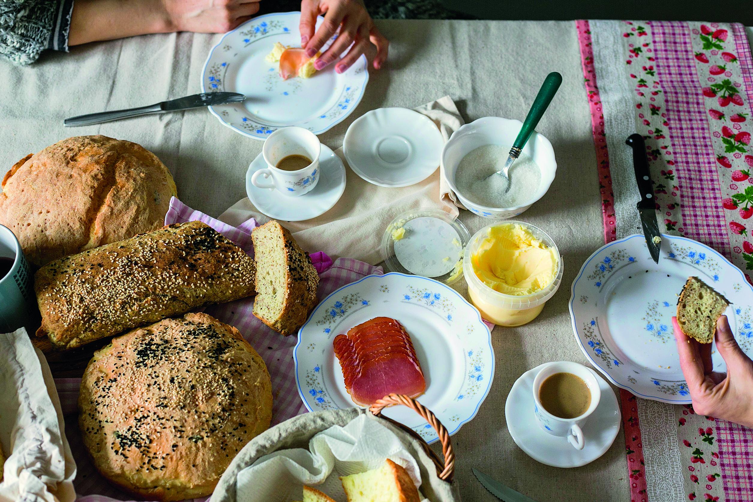 Zagreb, 100215. Katarina Komarica voditeljica Jupiter promocija posvetila se novom poslu, pecenju bezglutenskog kruha za restorane i ducane. Katarina vec godina boluje od celijaklije i trazila je svoj savrseni kruh bez glutena.  Prvi od restorana koji je prepoznao Katarinin kruh je Mali bar Ane Ugarkovic u Vlaskoj i ducan s domacim proizvodima na Britanskom trgu Kaseta & Kosara. Trenutno proizvodi 5 vrsta kruha kojima je baza rizino i kukuruzno brasno. Foto: Berislava Picek / CROPIX