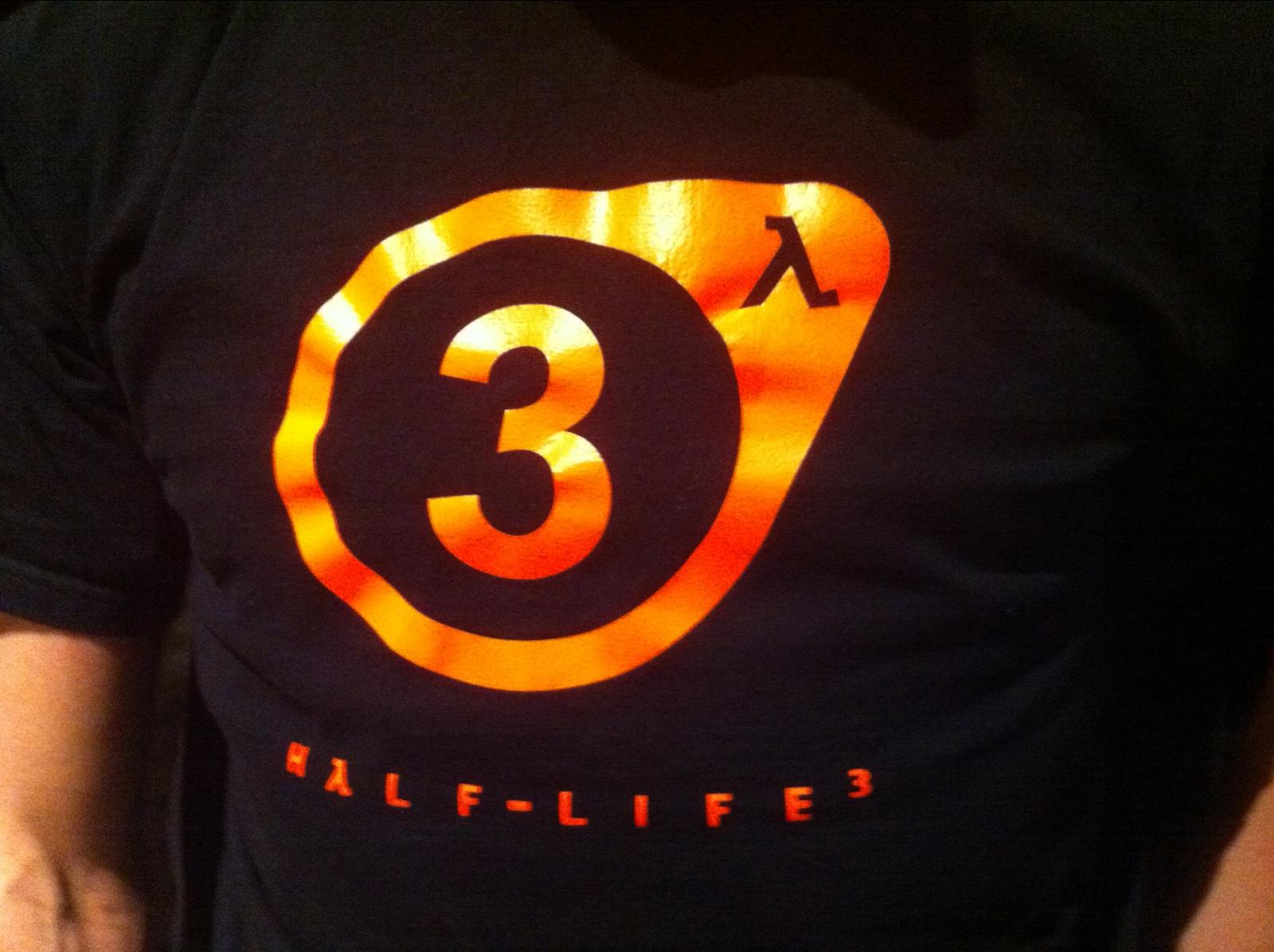 Zaposlenik Valvea viđen sa Half Life 3 majicom