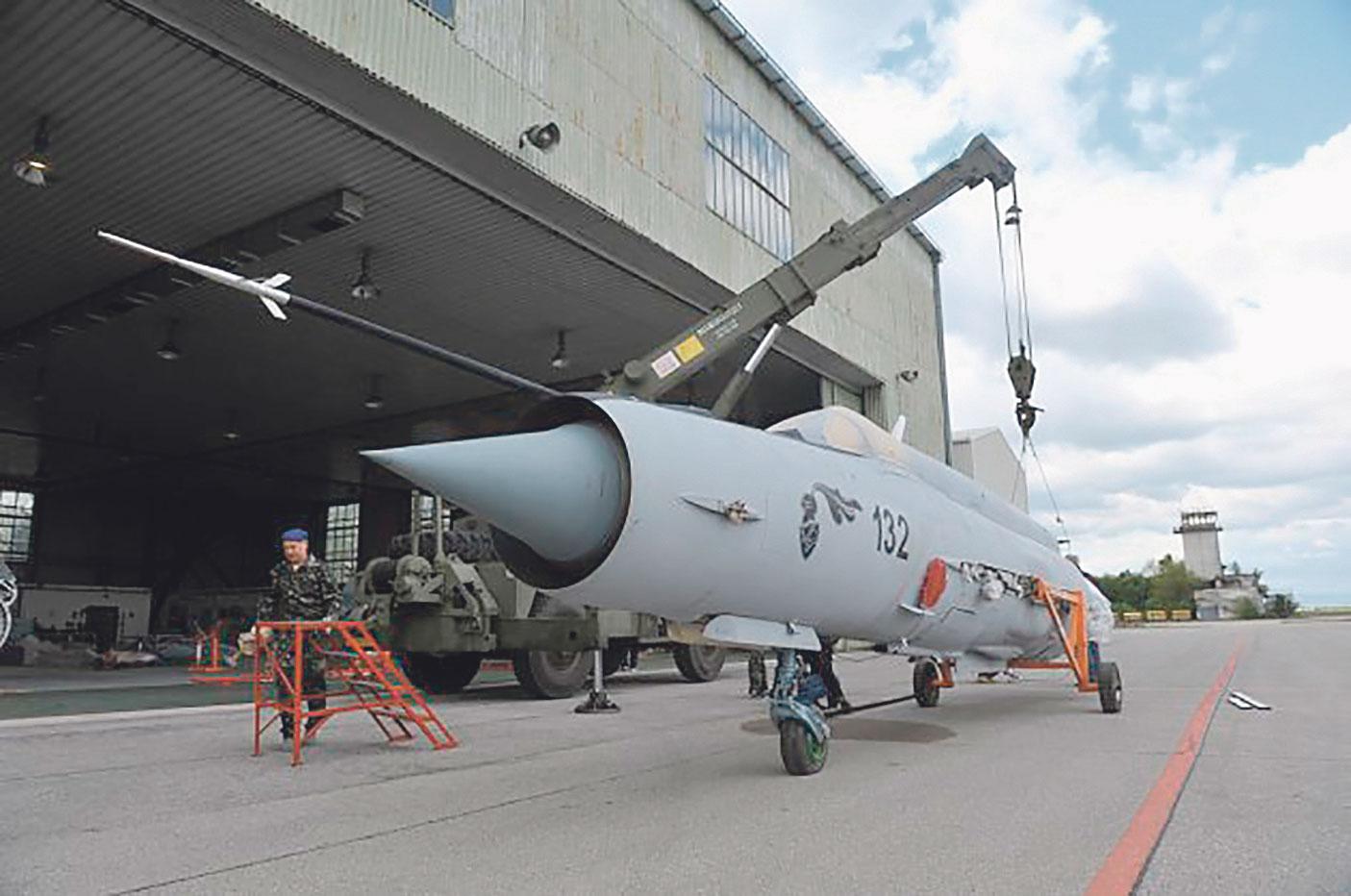 48435-62057-MiG-dosao-Foto-