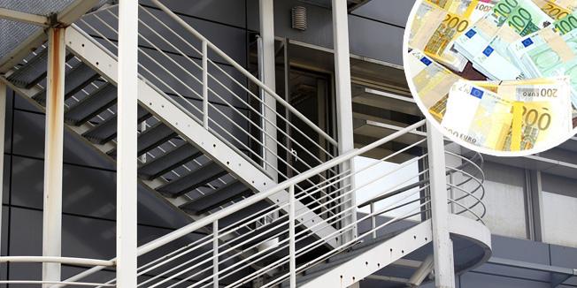 Zagreb, 040416.Sjediste MUP-a, Heinzelova.Nepoznati pocinitelji provalili su u Ured nacelnika sluzbe organiziranog kriminala u zgradi MUP-a u Heinzelovoj ulici.Na fotografiji: ulaz u zgradu stepenistem.Foto: Marko Todorov / CROPIX