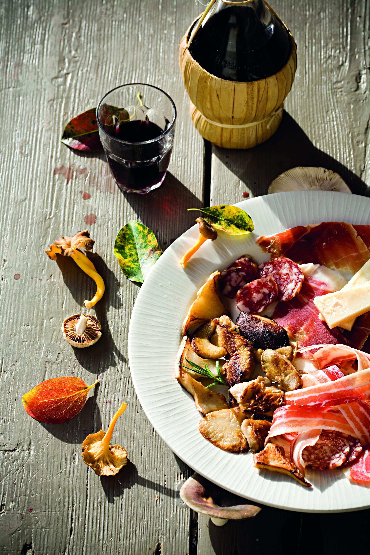 Buje, 101115. Reportaza o obiteljskom restoranu Stari podrum. Na fotografiji: Vlasnica restorana Mira Zrnic. Foto: Biljana Gaurina / CROPIX