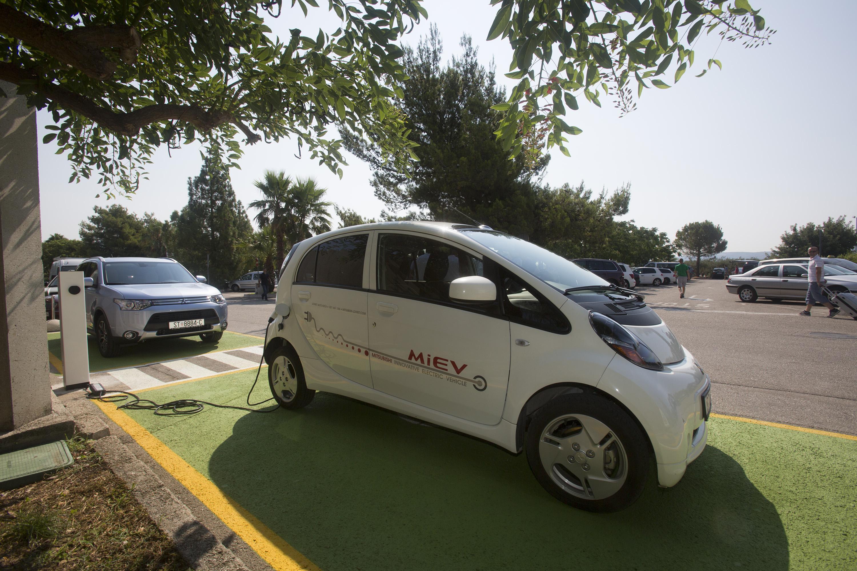 Punionica za električne automobile u Zračnoj luci Split