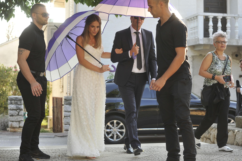 Novalja, 270816 Danas su se u gradskoj vijecnici u Novalji vjencali pjevac Boris Novkovic i njegova zarucnica Ines Katic. Slavlje je nastavljeno u hotelu Boskinac. Foto: Luka Gerlanc / CROPIX