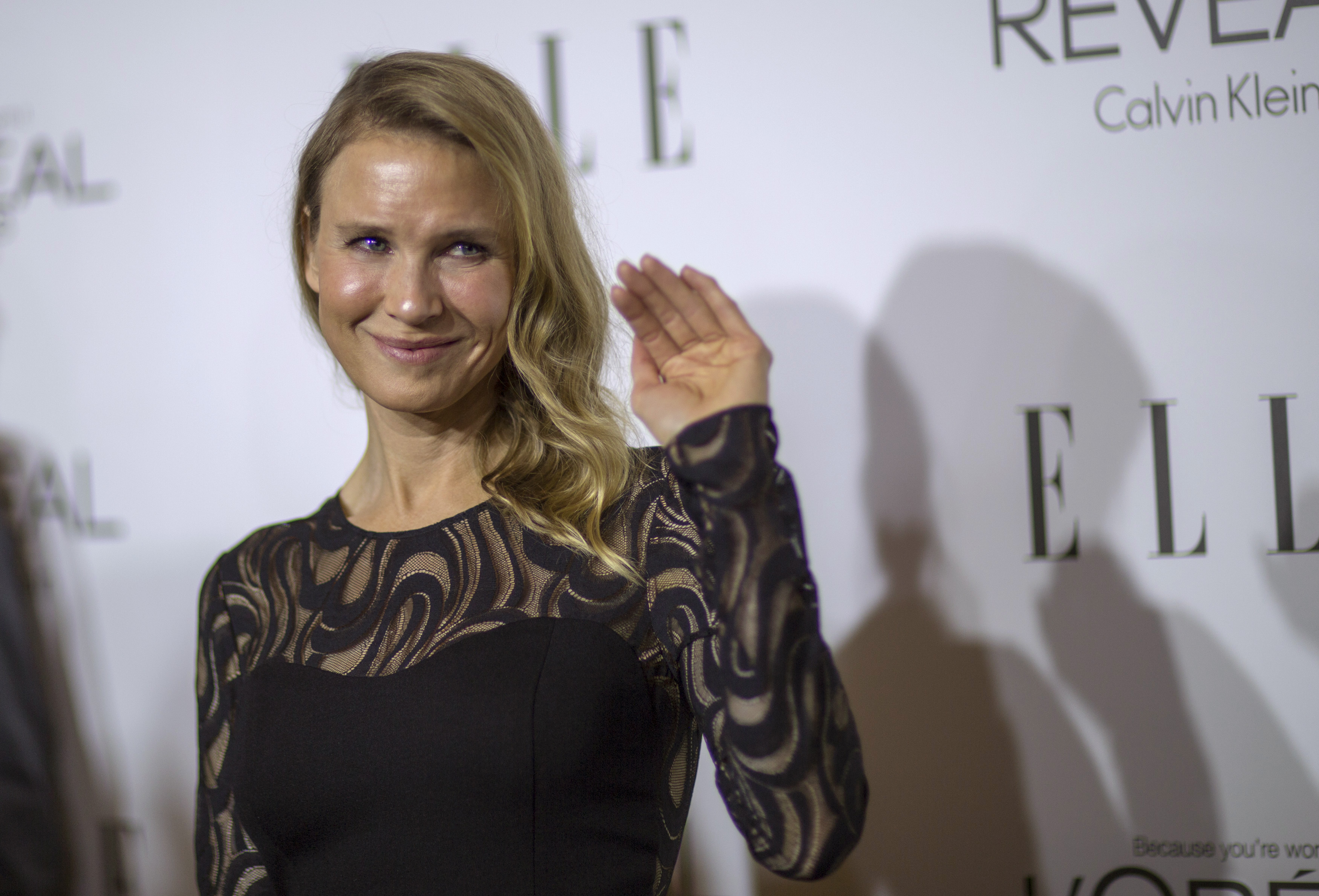 Actress Renee Zellweger waves at the 21st annual ELLE Women in Hollywood Awards in Los Angeles, California, U.S. on October 20, 2014.  REUTERS/Mario Anzuoni/File Photo - RTSL98I