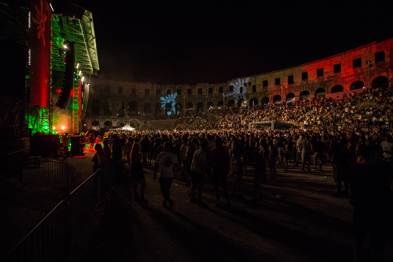 9. izdanje Outlook festivala otvoreno je koncertom u pulskoj Areni na kojem je nastupilo nekoliko izvođača među kojima i sin legendarnog Bob Marleya, Damian Junior Gong Marley.