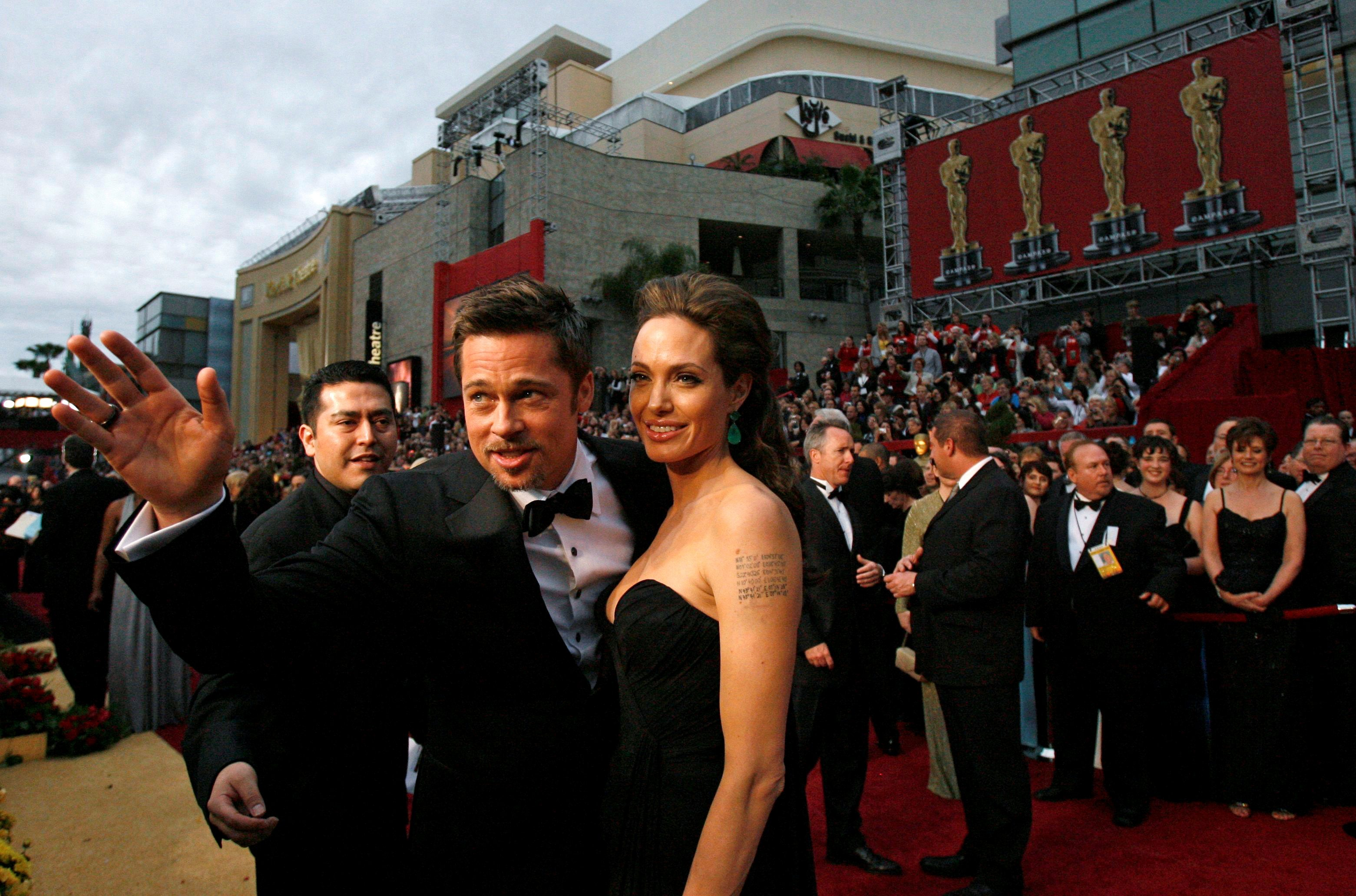 Actors Brad Pitt and Angelina Jolie arrive at the 81st Academy Awards in Hollywood, California February 22, 2009.  REUTERS/Mario Anzuoni/File Photo     TPX IMAGES OF THE DAY