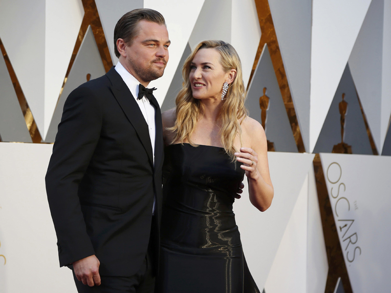 winslet-nominated-for-best-supporting-actress-for-her-role-in-steve-jobs-and-dicaprio-nominated-for-best-actor-for-his-role-in-the-revenant-arrive-at-the-88th-academy-awards-in-hollywood-4.bin