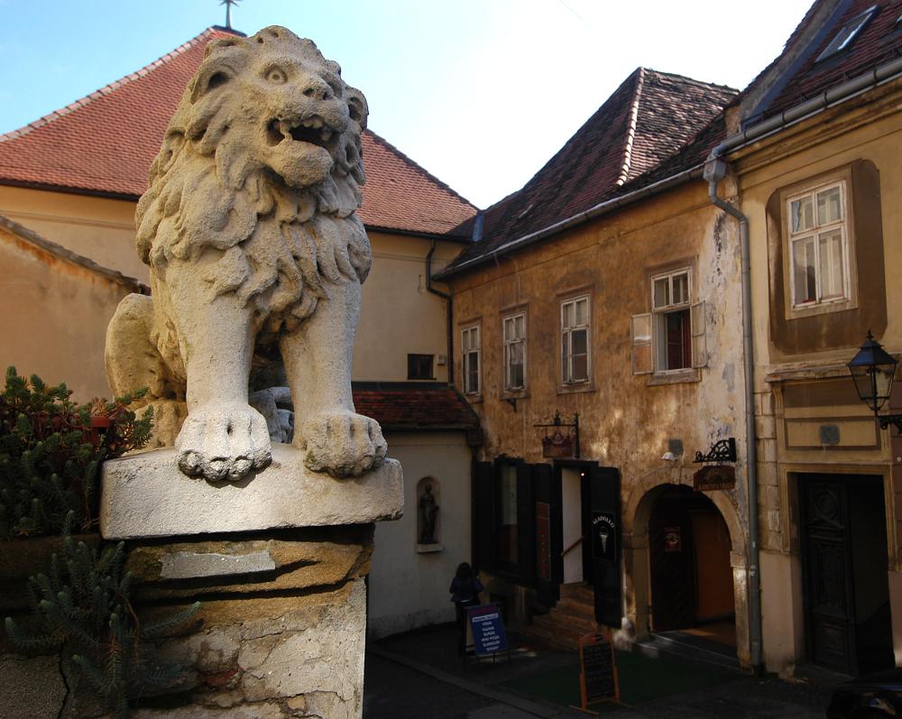 Digital Zagreb 07  kamenita vrata lav spomenik  snimio patrik macek