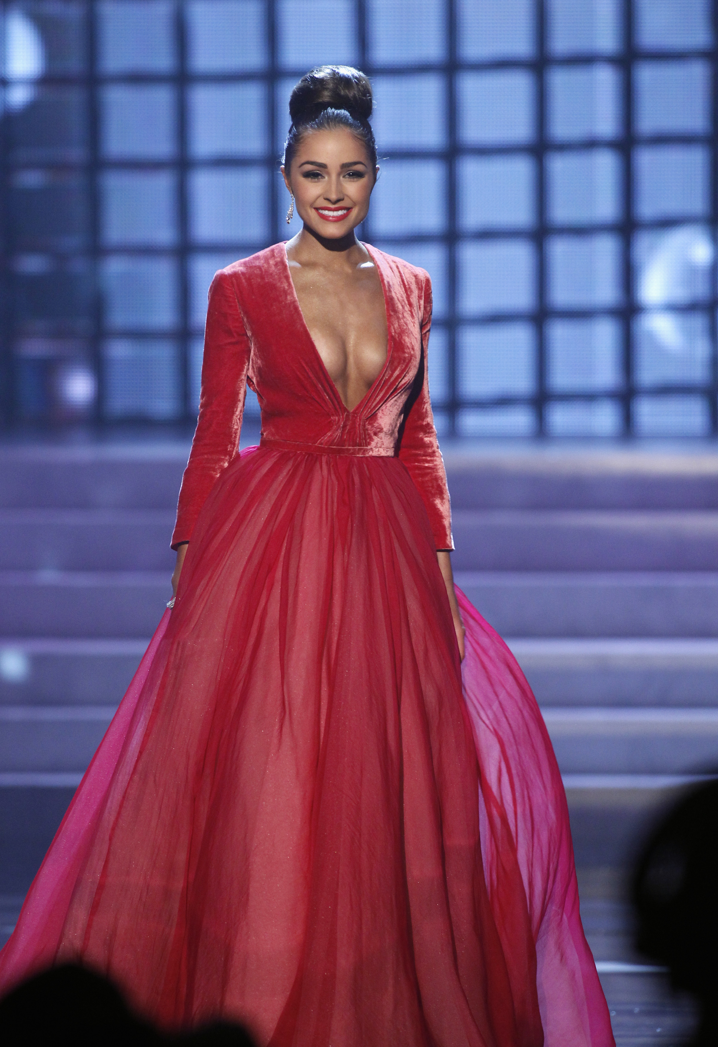 Miss USA Olivia Culpo competes in the evening gown portion of the Miss Universe pageant at Planet Hollywood Resort and Casino in Las Vegas, Nevada December 19, 2012. Culpo was later crowned Miss Universe 2012. REUTERS/Steve Marcus (UNITED STATES - Tags: ENTERTAINMENT) FOR EDITORIAL USE ONLY. NOT FOR SALE FOR MARKETING OR ADVERTISING CAMPAIGNS - RTR3BRLQ