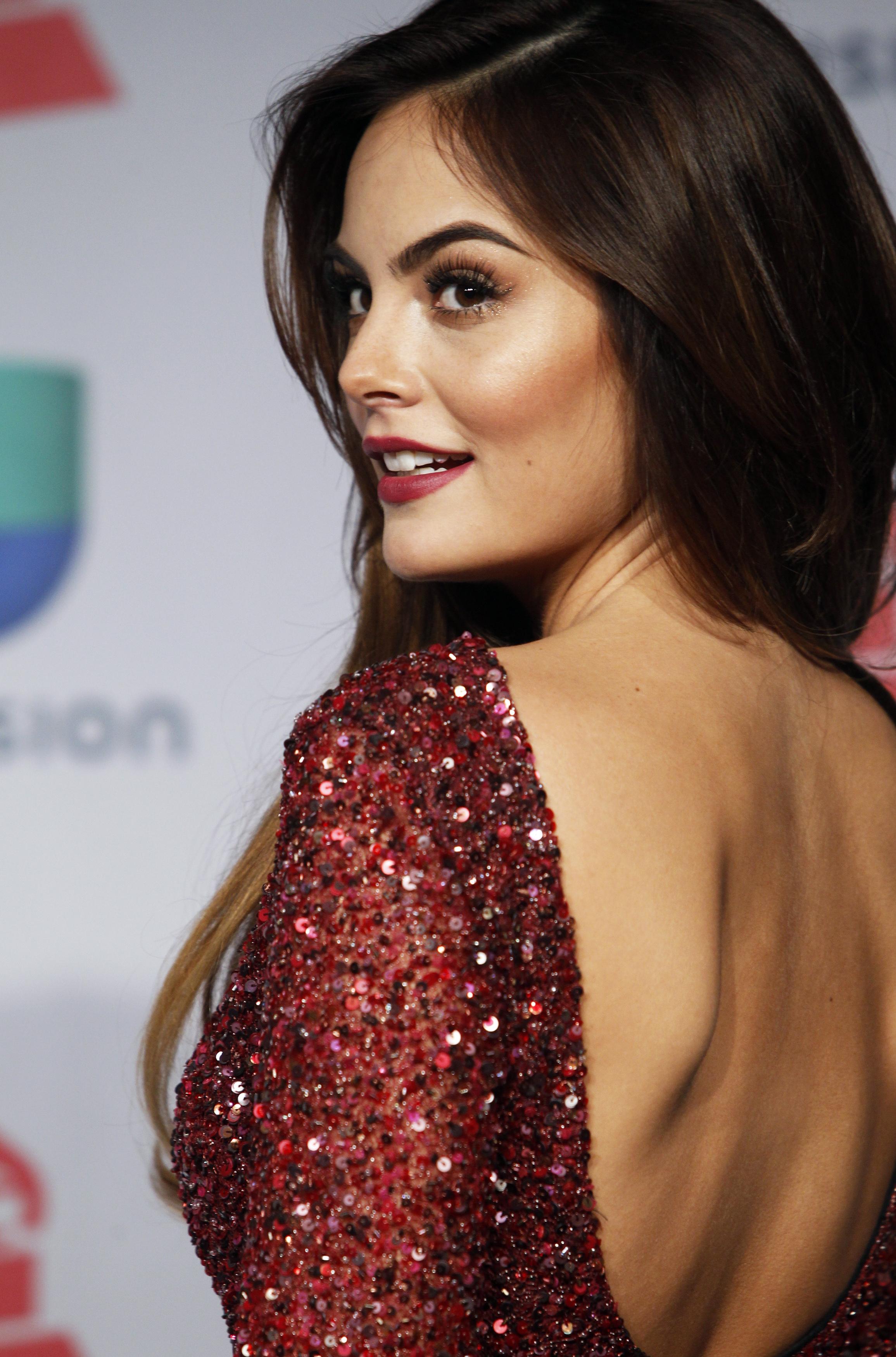 Presenter Ximena Navarrete poses backstage during the 14th Latin Grammy Awards in Las Vegas, Nevada November 21, 2013.  REUTERS/Steve Marcus (UNITED STATES Tags: Entertainment) (GRAMMYS-BACKSTAGE) - RTX15NY7