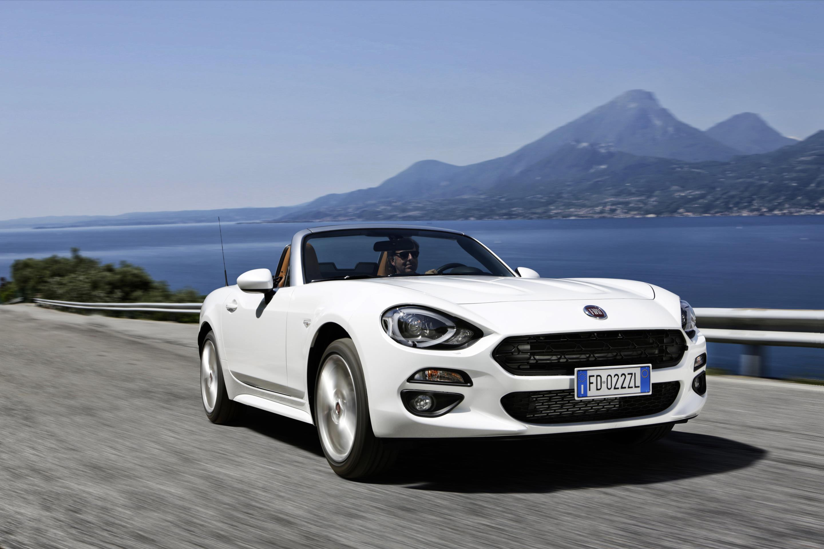 fiat-124-spider-named-european-gay-car-of-the-year-2017_4