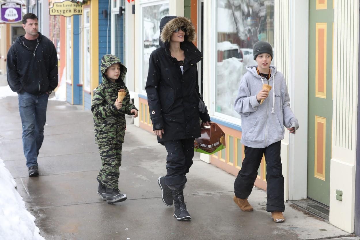 Angelina Jolie, Shiloh i Knox u Coloradu