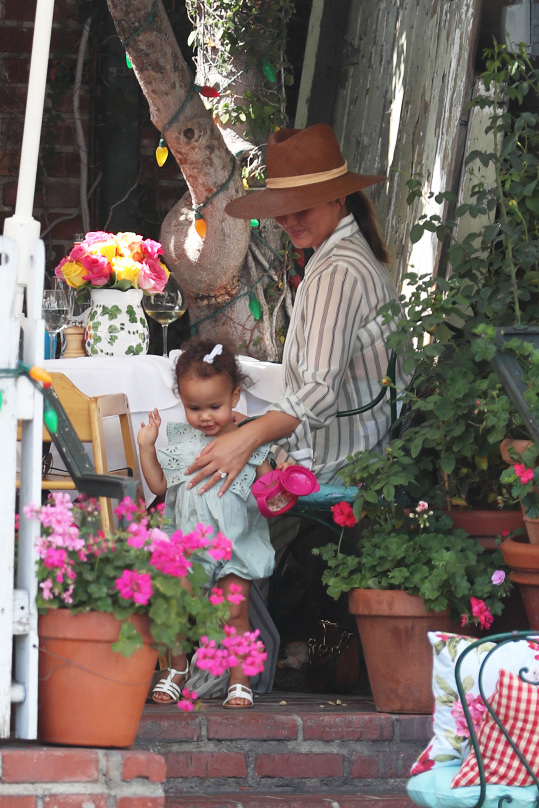 Chrissy Teigen has lunch with her daughter Luna at The Ivy  <P> Pictured: Chrissy Teigen <B>Ref: SPL1592739  300917  </B><BR/> Picture by: Explosive / Splash News<BR/> </P><P> <B>Splash News and Pictures</B><BR/> Los Angeles:310-821-2666<BR/> New York:212-619-2666<BR/> London:870-934-2666<BR/> <span id=