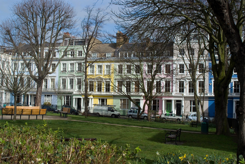 Fasade u pastelnim bojama na Chalcot Squareu