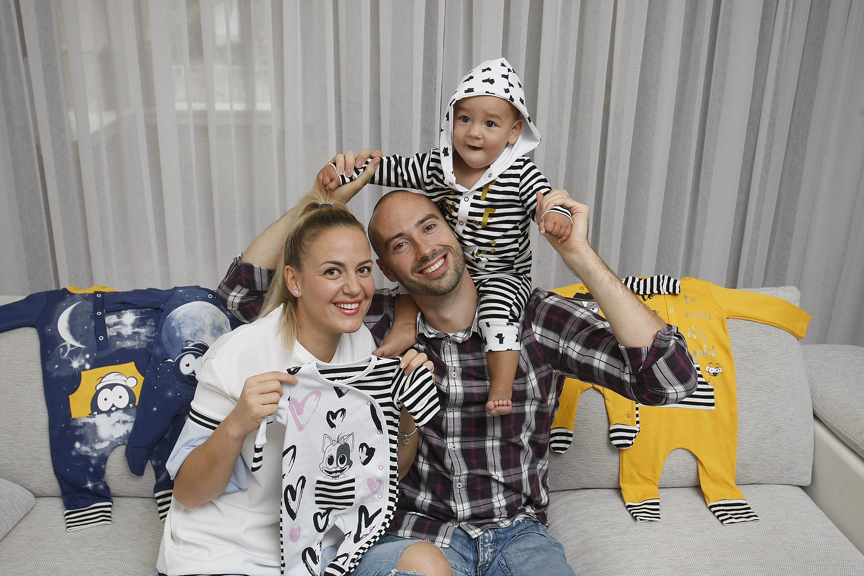Vanja i Marko Tolić s djetetom
