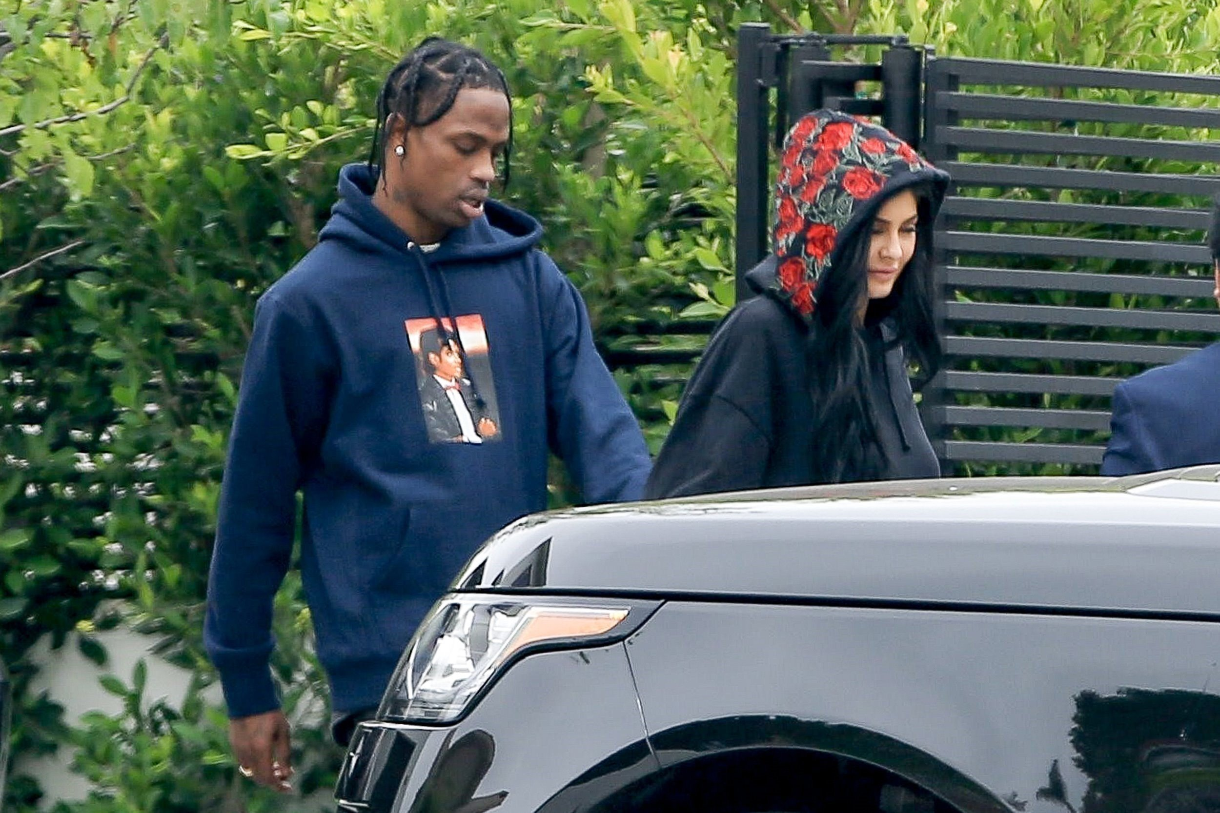 *PREMIUM-EXCLUSIVE* Los Angeles, CA  - Young Reality TV Star Kylie Jenner visited Travis Scott as he gets ready to fly out of Town. At one point, he grabbed her and lifted her up, to get a good feel, before spotting our cameras. It also looked like he gave her a painting, as we can see her loading up her Rover.  Pictured: Kylie Jenner, Travis Scott  BACKGRID USA 31 MAY 2017, Image: 334210905, License: Rights-managed, Restrictions: , Model Release: no, Credit line: Profimedia, AKM-GSI