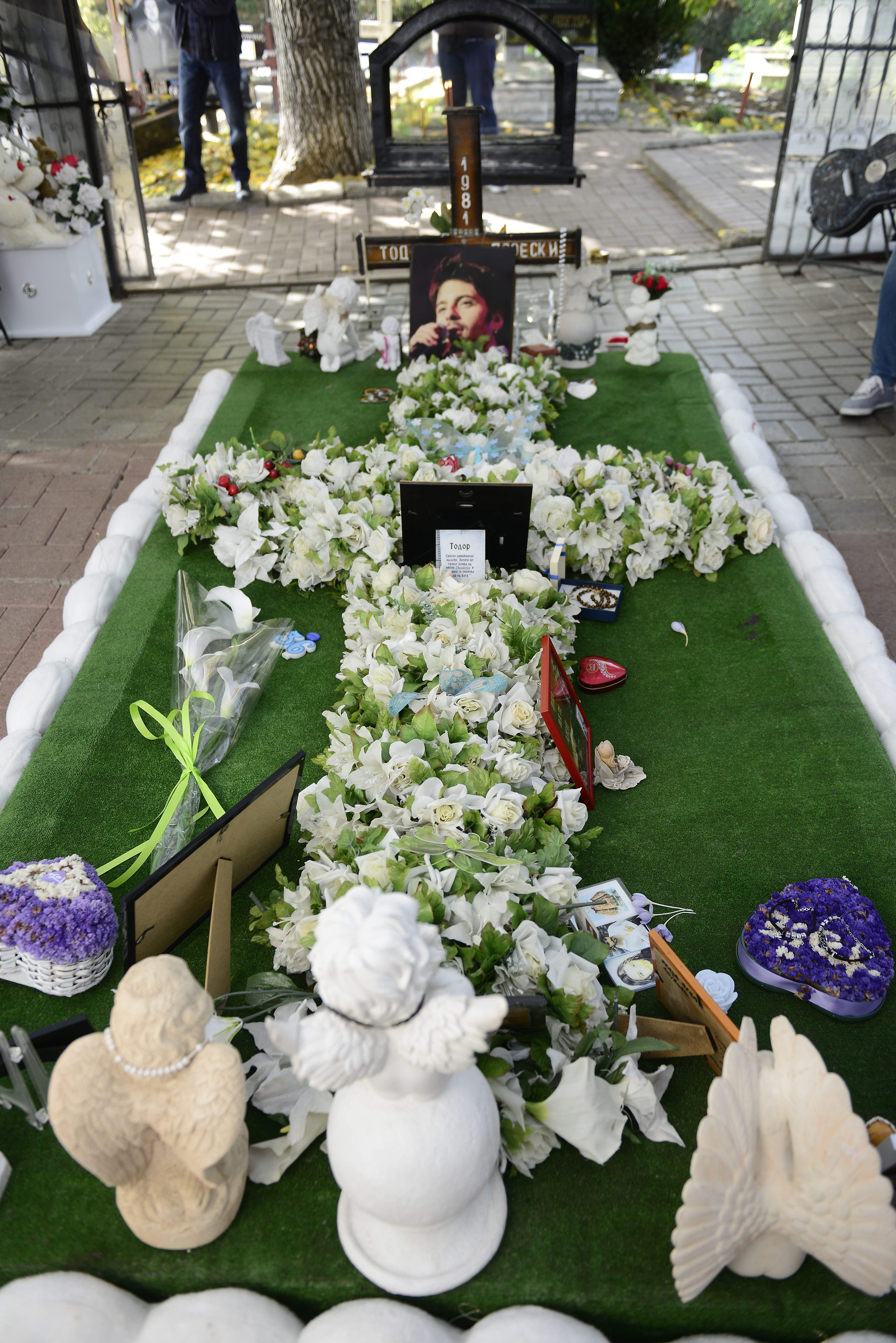 Krusevo, 141017. Obiljezavanje desete godisnjice smrti Tose Proeskog. Na fotografiji: Tosina grob. Foto: Maja Zlatevska / CROPIX