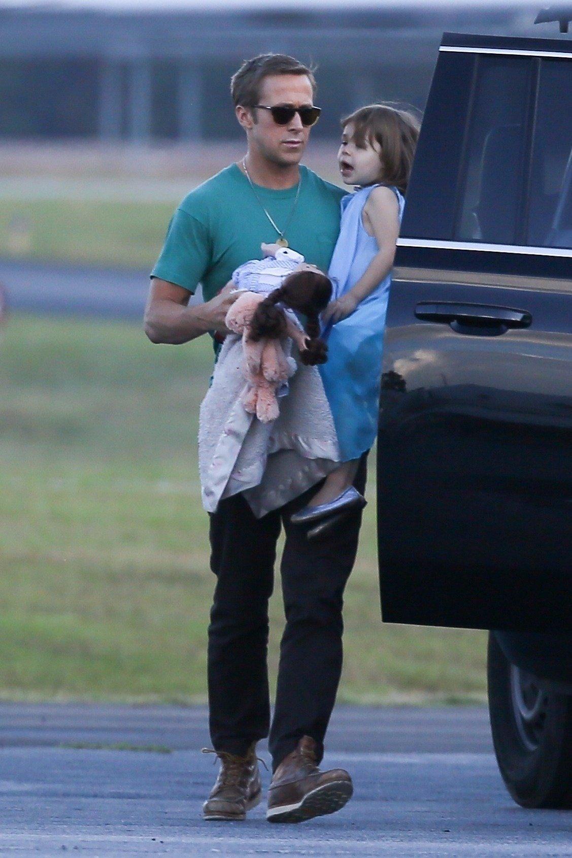 Glumački par Ryan Gosling i Eva Mendes s kćerima u Los Angelesu