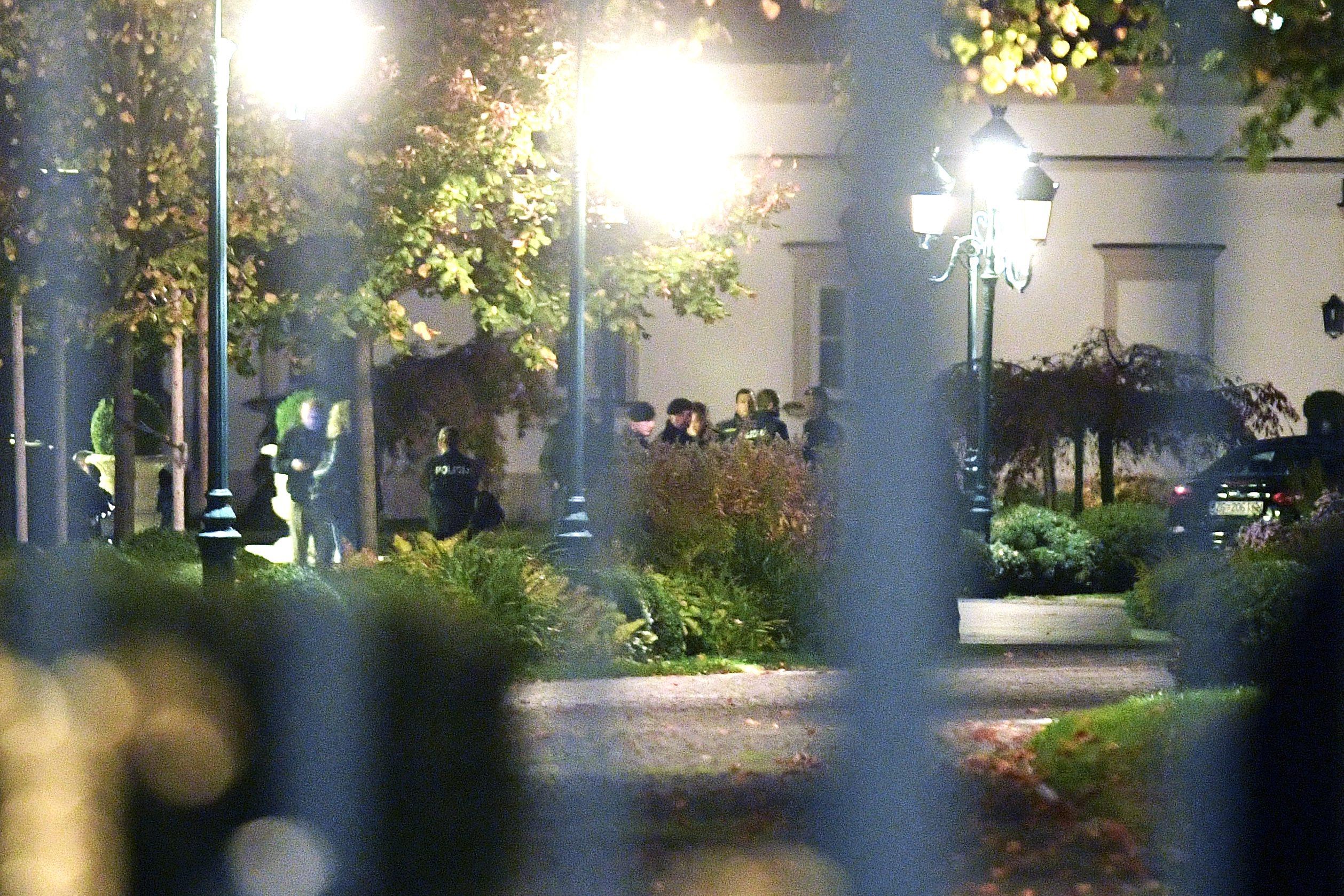 'Akcija Agrokor': Policija u Kulmerovim dvorima nešto prije 6 sati u ponedjeljak ujutro.