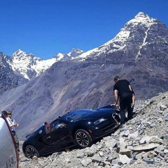 bugatti-veyron-andes-mountains-crash-looks-surreal-damage-is-serious-121047_1