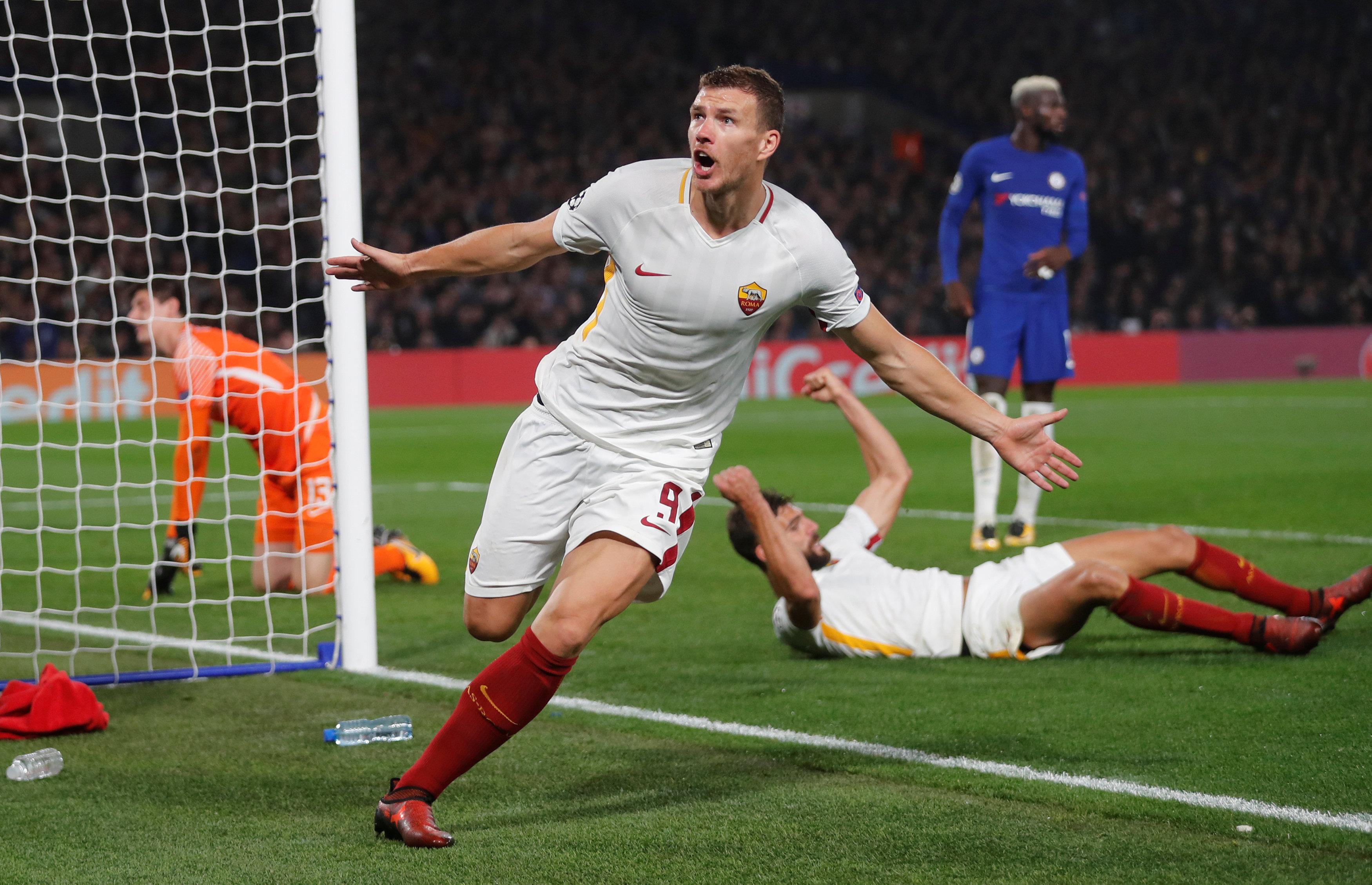 Soccer Football - Champions League - Chelsea vs AS Roma - Stamford Bridge, London, Britain - October 18, 2017   AS Roma's Edin Dzeko celebrates scoring their third goal                 REUTERS/Eddie Keogh