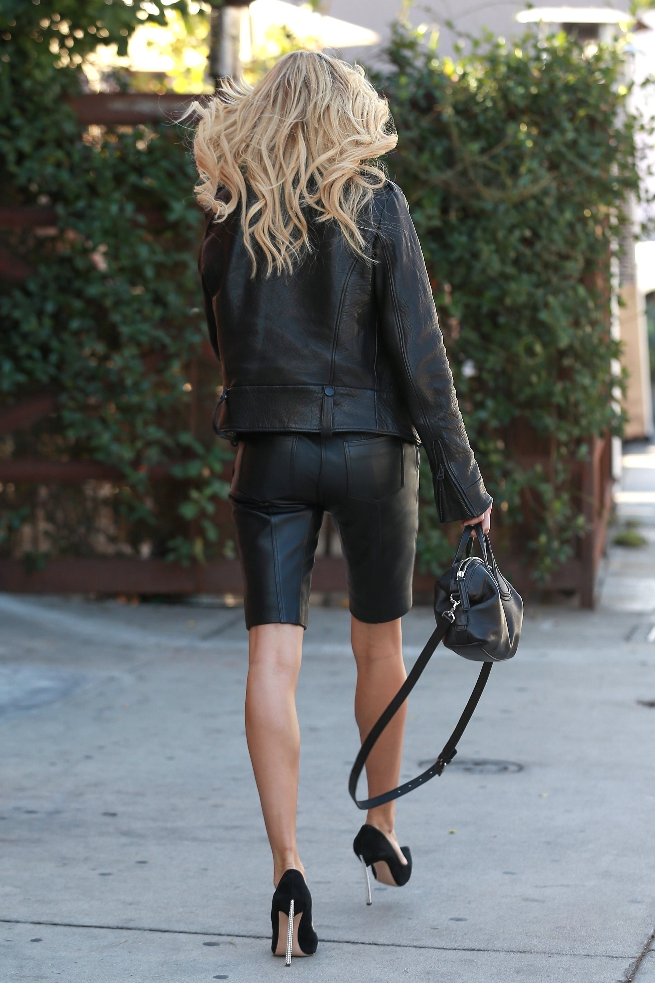 Beverly Hills, CA  - *EXCLUSIVE*  - Hailey Baldwin goes lunch in Beverly Hills on Tuesday. The blonde model is wearing leather bermuda shorts and a crop top paired with a leather moto jacket and heels. As temperatures reach the upper 80s today in Los Angeles, Hailey still manages to show some skin in her leather outfit.  Pictured: Hailey Baldwin  BACKGRID USA 17 OCTOBER 2017, Image: 353253475, License: Rights-managed, Restrictions: , Model Release: no, Credit line: Profimedia, AKM-GSI