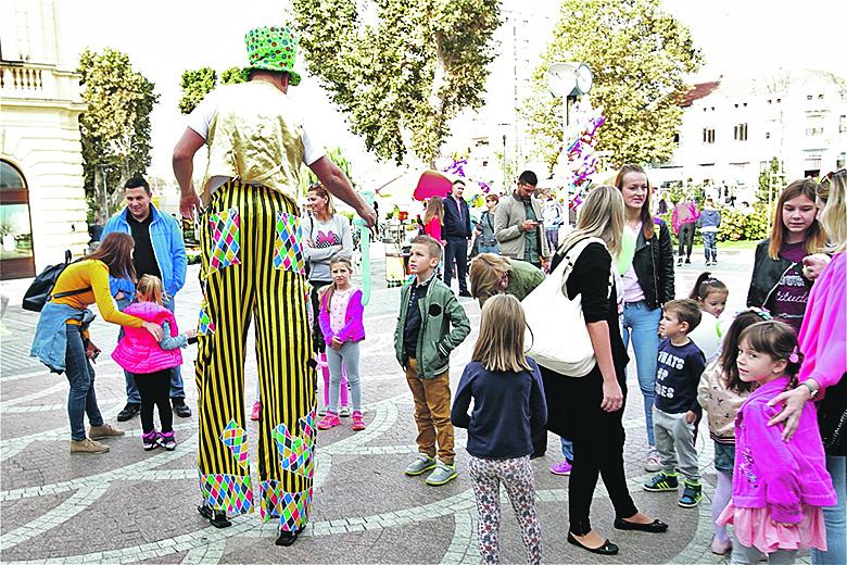 U Vukovaru na Trgu Republike Hrvatske obilježen je Dan Zaklade Novo Sutra. Organiziran je prvi put u Vukovaru mali ulični festival s akrobatima, žonglerima, mađioničarom te koncert Mije Dimšić. Na samom eventu dodijeljene su stipendije našim stipendistima slavonskim studentima te donacije Županijskoj bolnici Vukovar i nešto manju KBC-u Osijek.