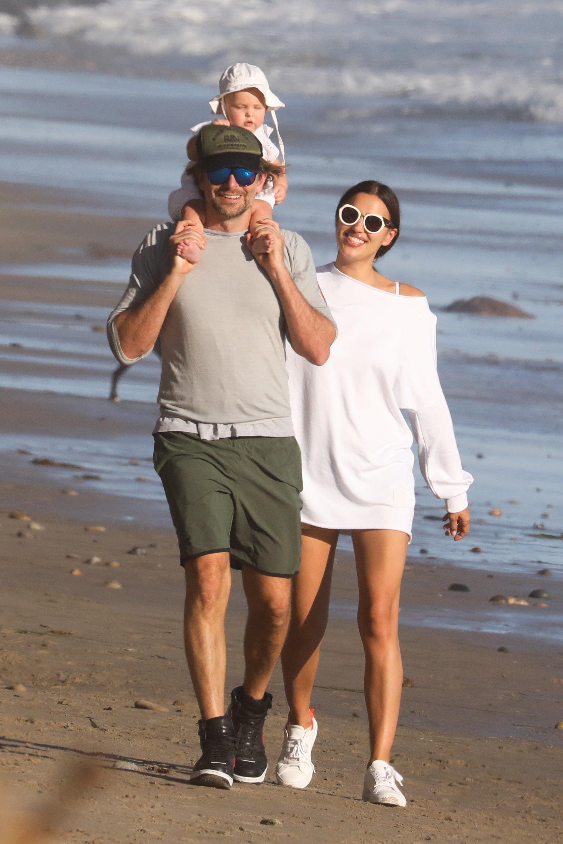 Irina Shayk, Bradley Cooper i kći Lea De Seine na plaži u Malibuu, 22. listopad 2017