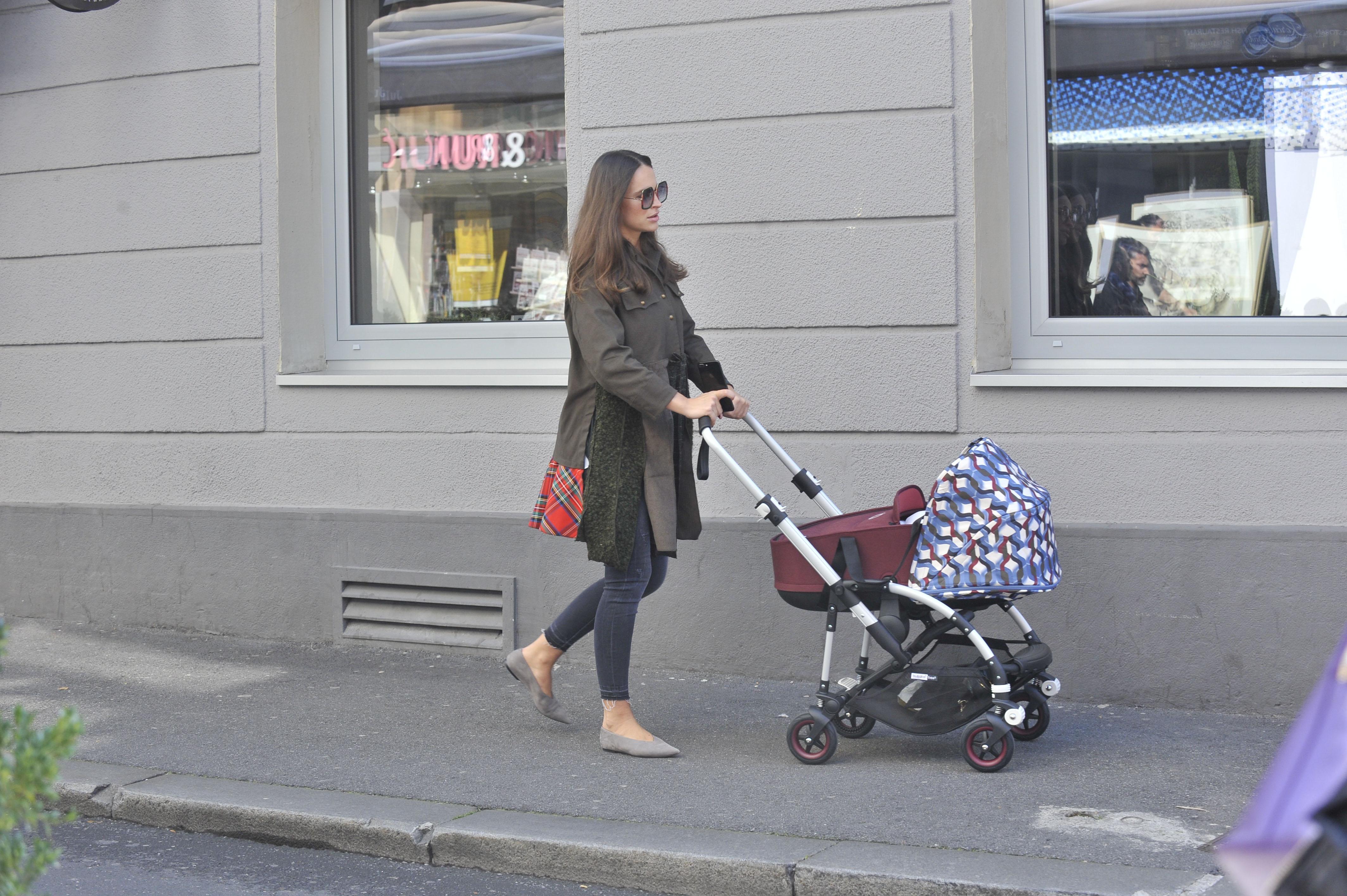 Ljupka Gojić i kći Mari Dana u šetnji Zagrebom