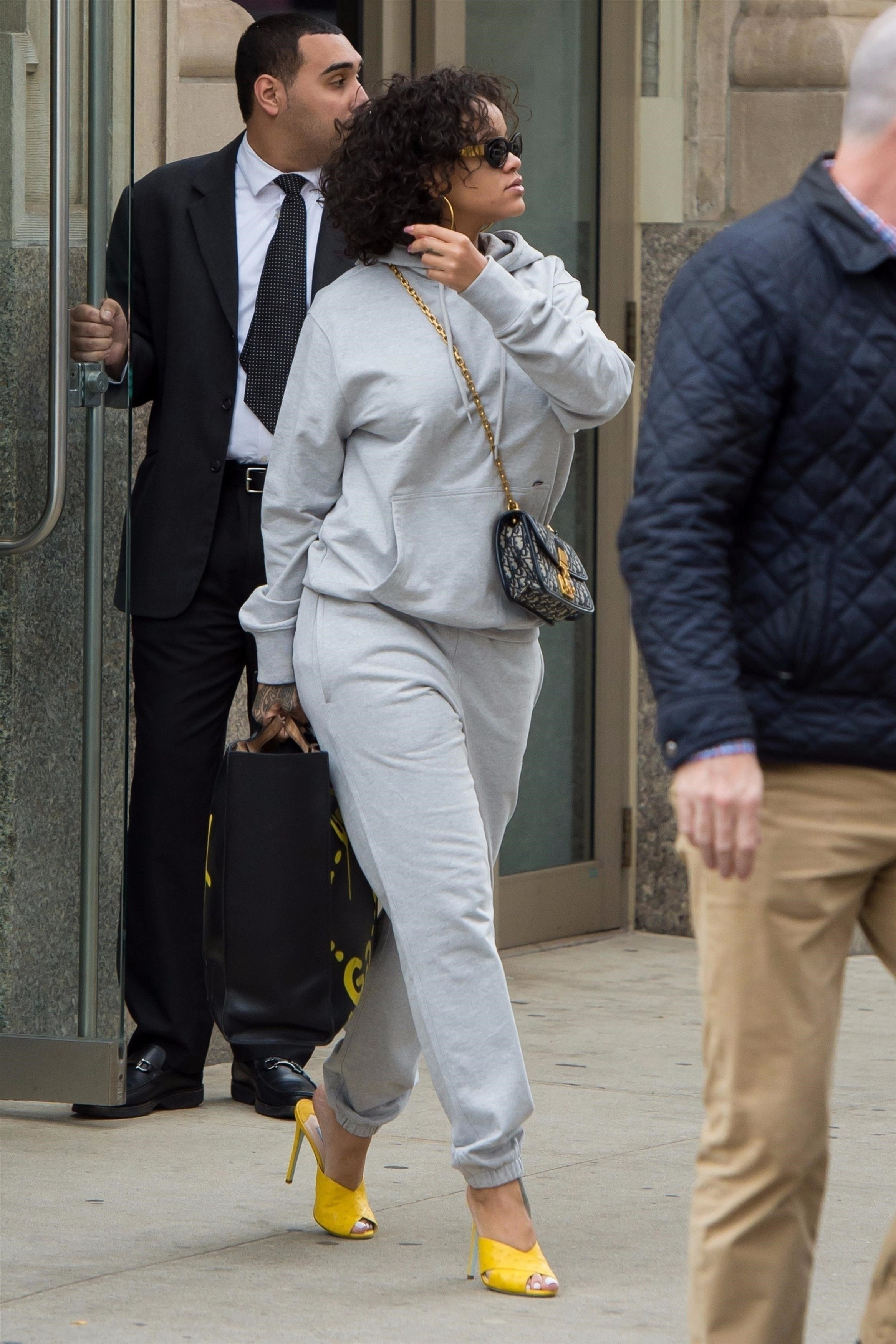 New York, NY  - *EXCLUSIVE*  - Pop star Rihanna keeps things comfy but stylish while stepping out in a grey sweatsuit paired with yellow open toe heels in New York City.  Pictured: Rihanna  BACKGRID USA 26 OCTOBER 2017, Image: 353951047, License: Rights-managed, Restrictions: , Model Release: no, Credit line: Profimedia, AKM-GSI