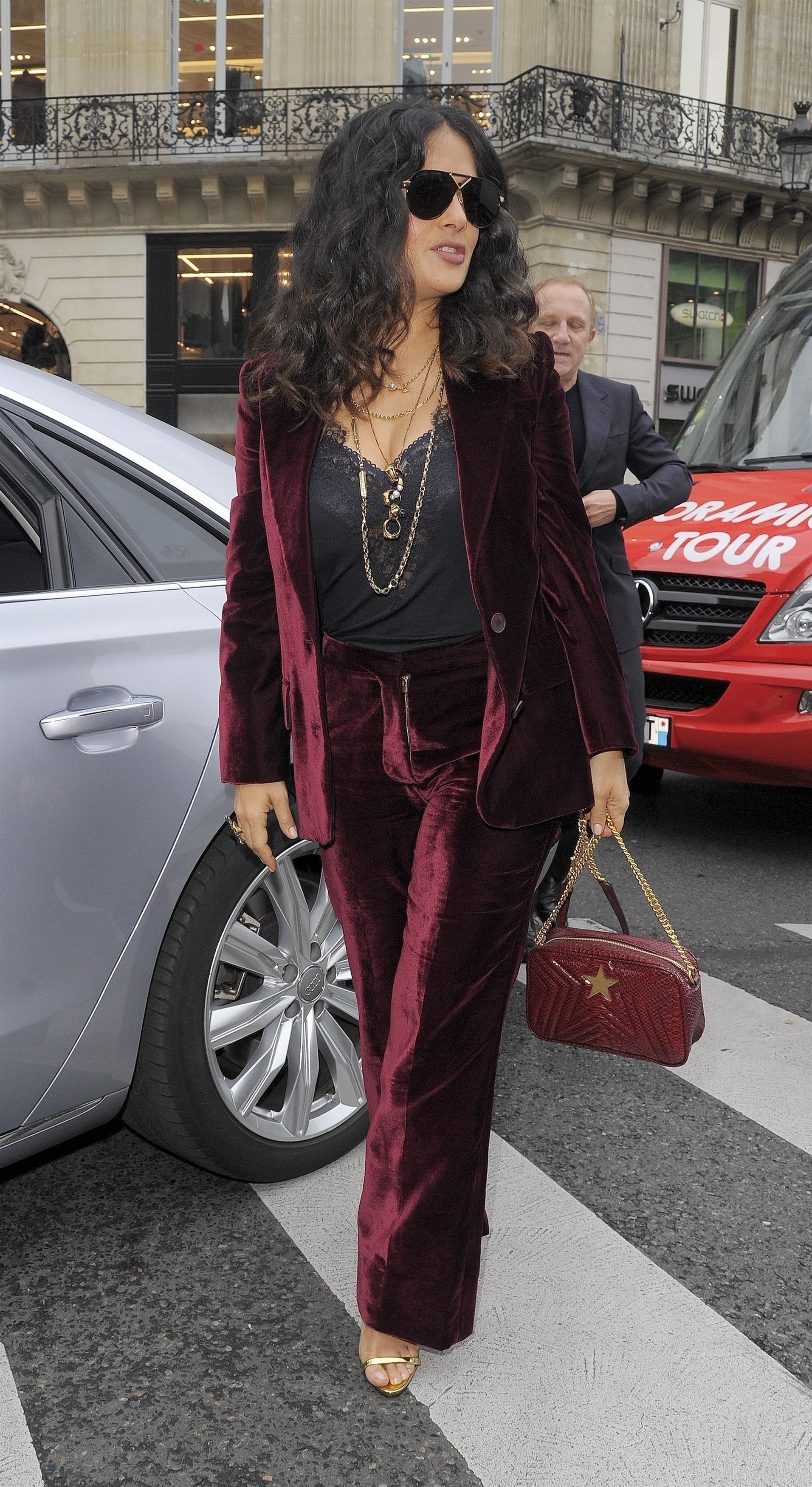 Paris, FRANCE  - Celebrities arrive at Paris Fashion Week 2017.  Pictured: Salma Hayek  BACKGRID UK 1 OCTOBER 2017, Image: 351405791, License: Rights-managed, Restrictions: , Model Release: no, Credit line: Profimedia, Xposurephotos