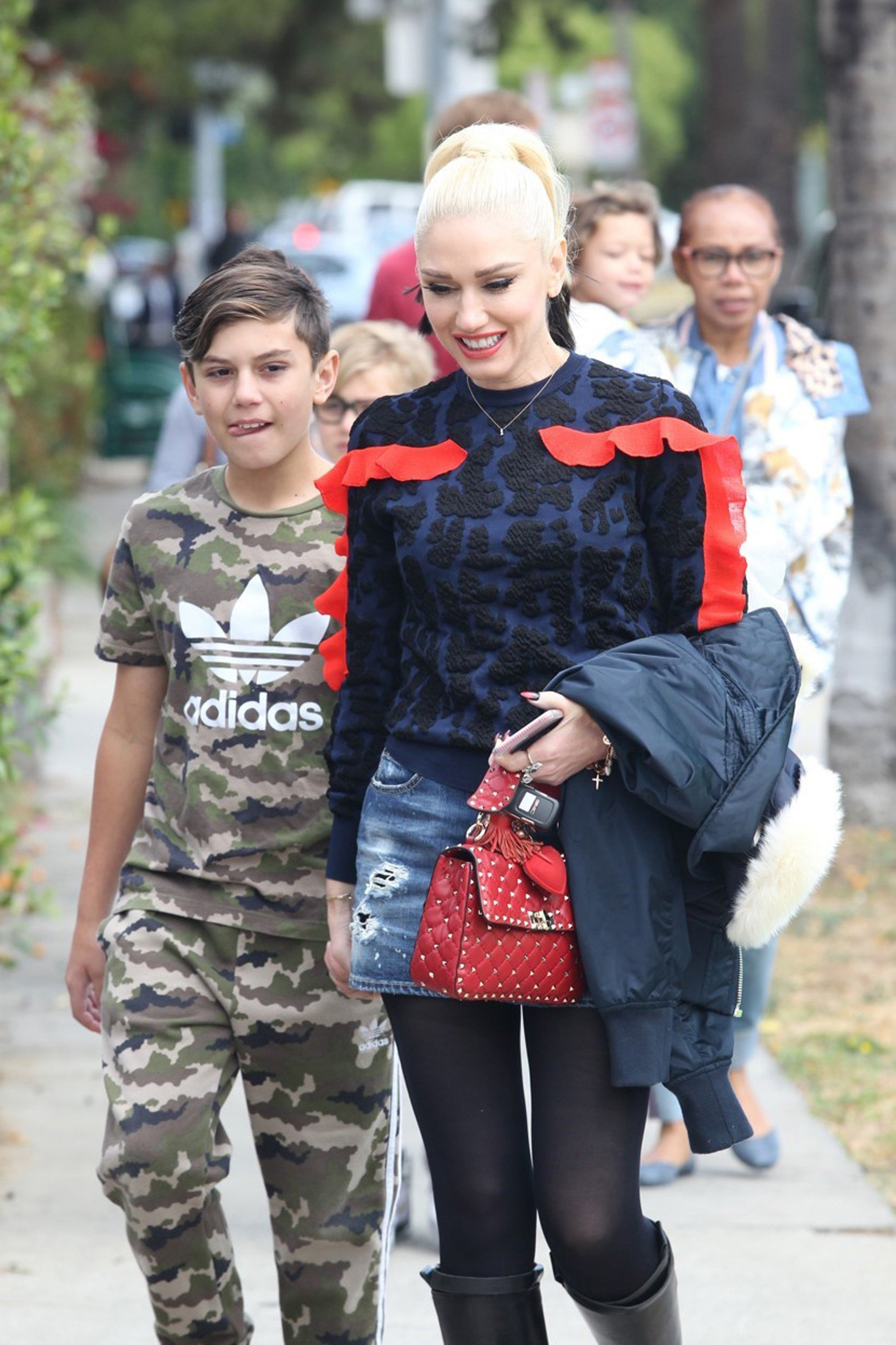Los Angeles, CA - Gwen Stefani is happy after God's word at Sunday service with her kids and nanny in L.A. Gwen gave a big smile as she posed for a fast selfie with a friendly church goer, on the way to her car.           May 7, 2017, Image: 331586114, License: Rights-managed, Restrictions: , Model Release: no, Credit line: Profimedia, AKM-GSI