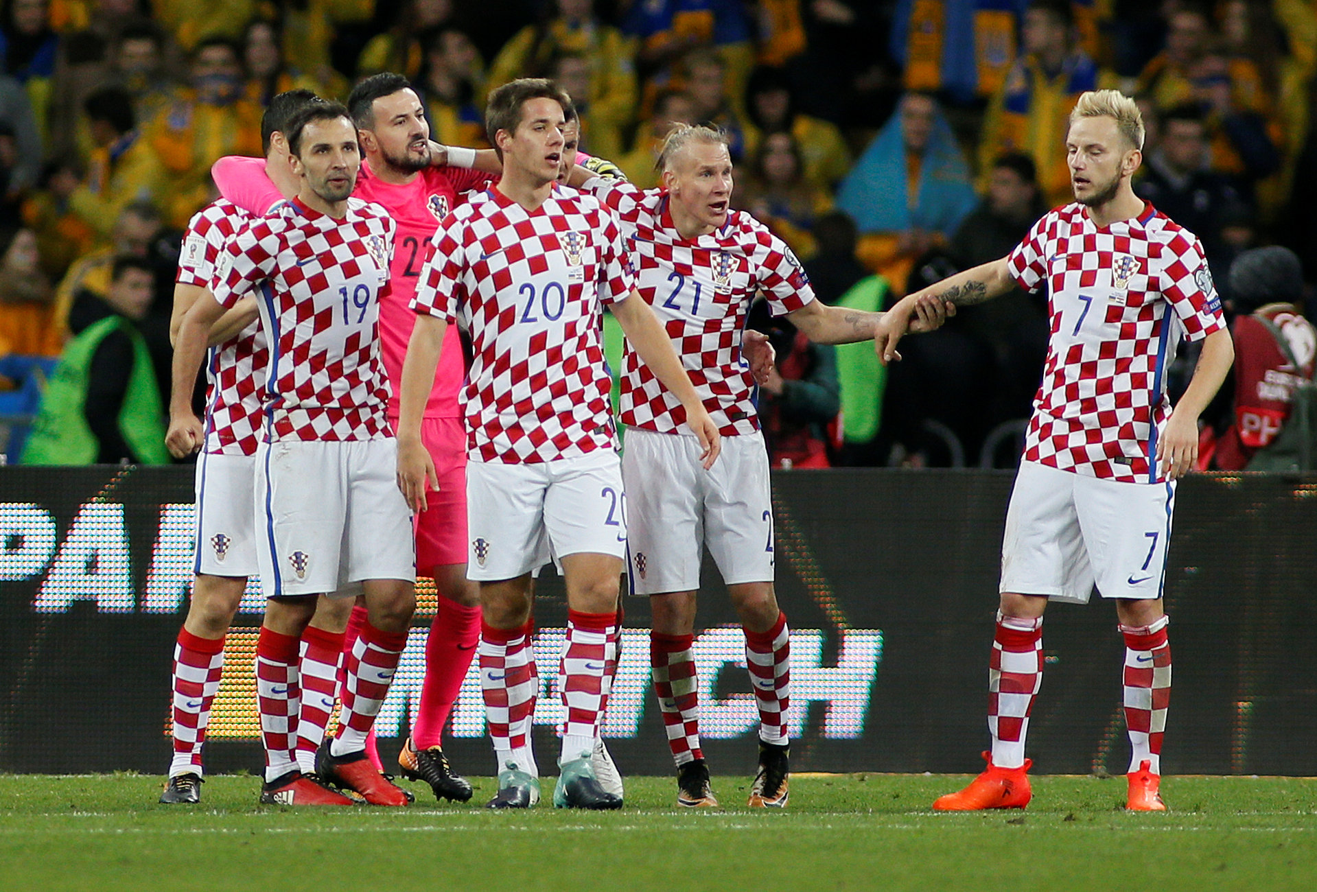 2017-10-09T210608Z_313162789_RC1D62705F00_RTRMADP_3_SOCCER-WORLDCUP-UKR-CRO_1