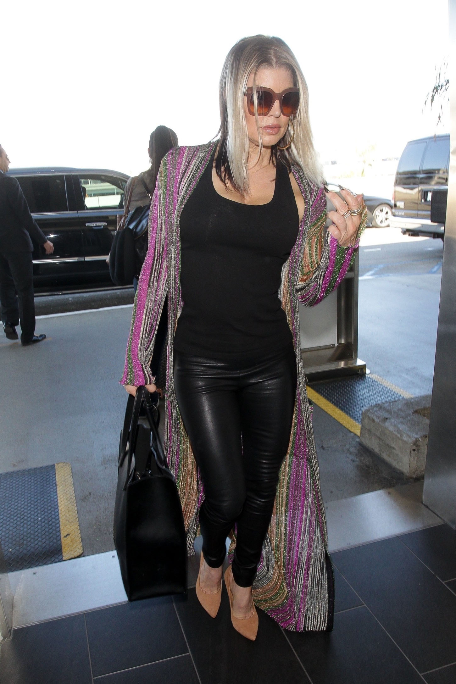 Los Angeles, CA  - Fergie cuts a sexy figure as we spot her arriving at LAX Airport ahead of a departing flight.  Pictured: Fergie   BACKGRID USA 18 OCTOBER 2017, Image: 353362352, License: Rights-managed, Restrictions: , Model Release: no, Credit line: Profimedia, AKM-GSI