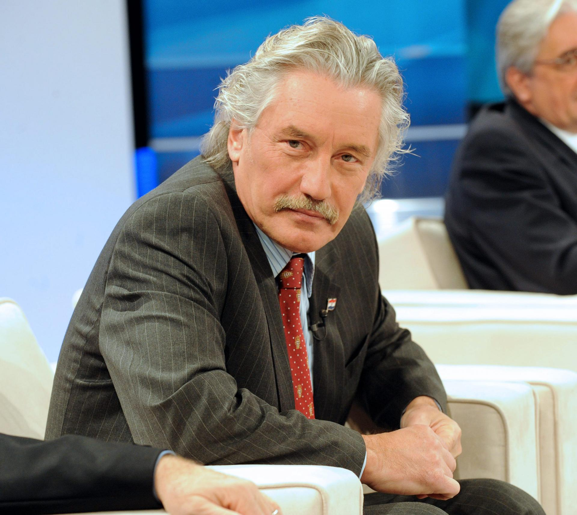 Zagreb, 221209. Prisavlje 13, studio HRT-a. Suceljavanje predsjednickih kandidata. Na slici: Boris Miksic. Foto: Damir Krajac/CROPIX