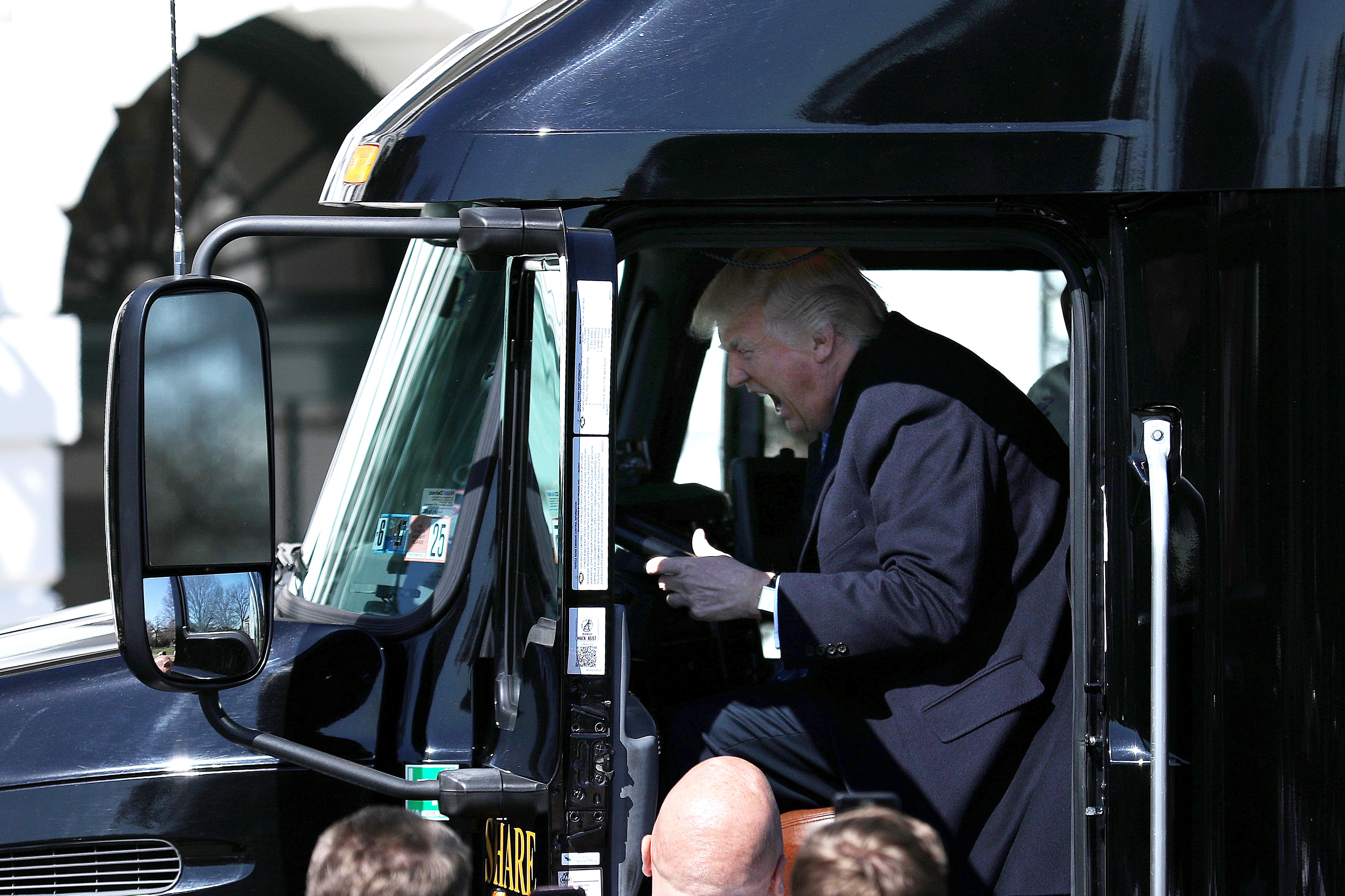Trump u ekstazi za volanom kamiona