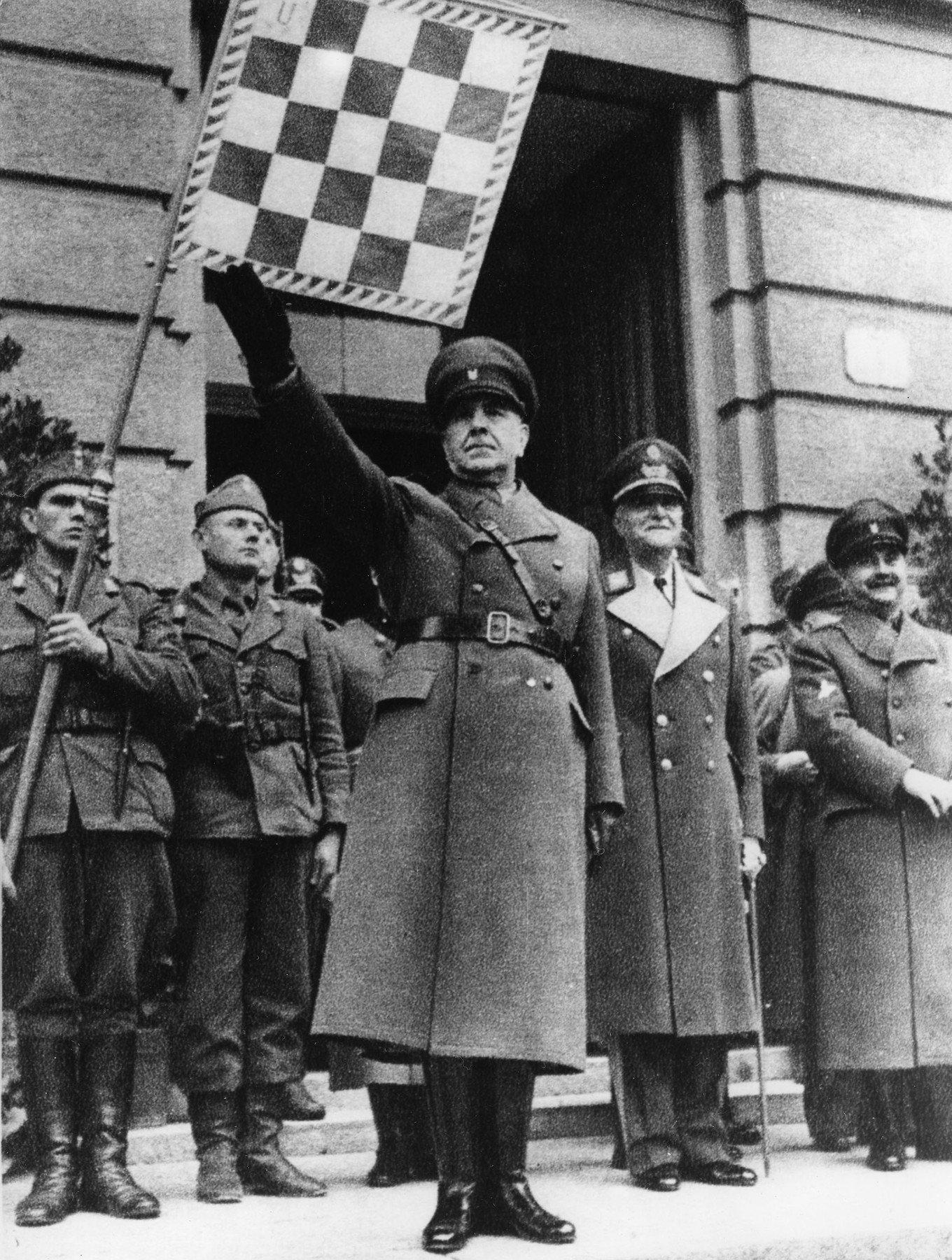 Ante Pavelić na paradi u Karlovcu, 1941.