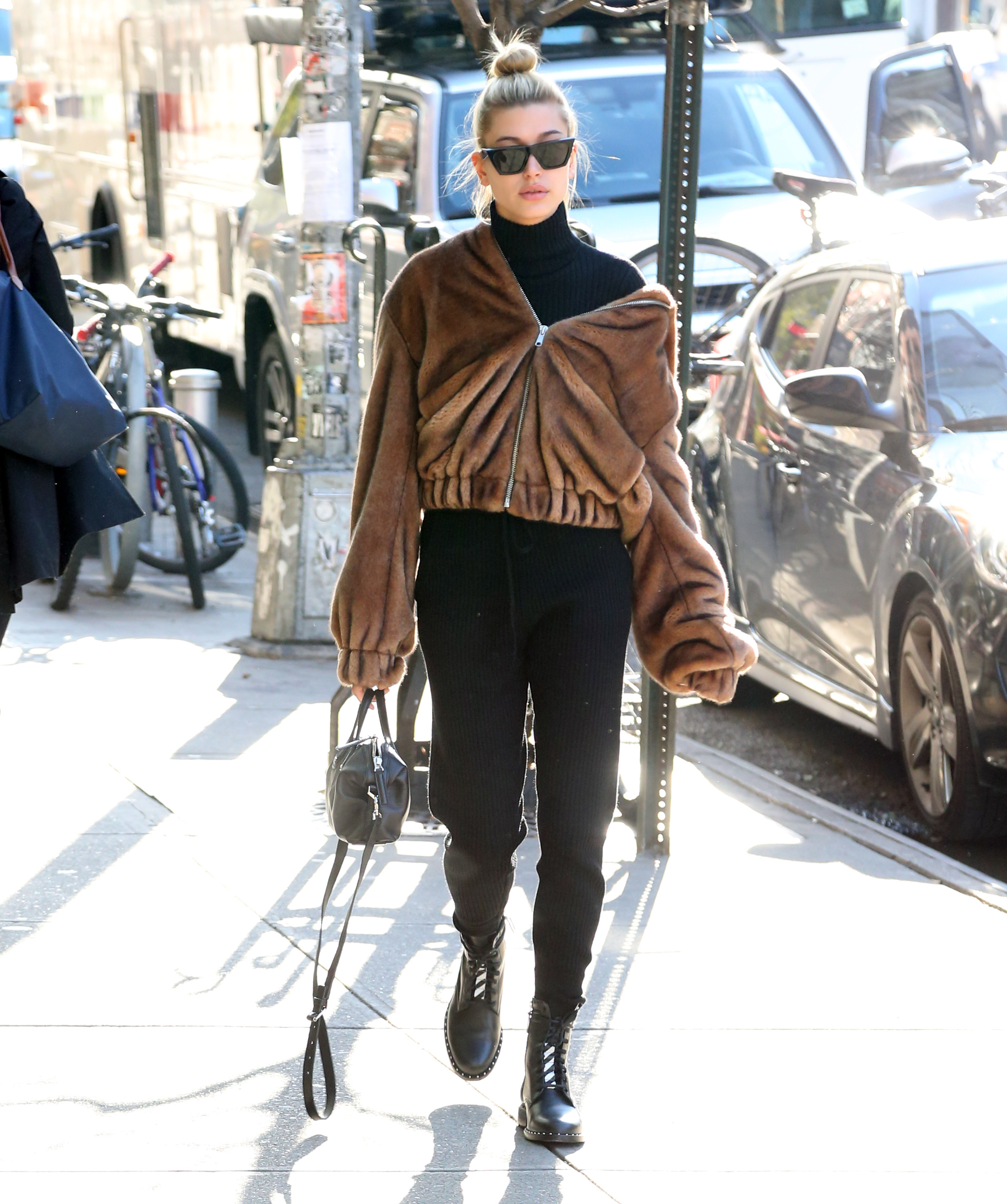 Hailey Baldwin out and about in New York City. <P> Pictured: Hailey Baldwin <B>Ref: SPL1628142  211117  </B><BR/> Picture by: Splash News<BR/> </P><P> <B>Splash News and Pictures</B><BR/> Los Angeles:310-821-2666<BR/> New York:212-619-2666<BR/> London:870-934-2666<BR/> <span id=