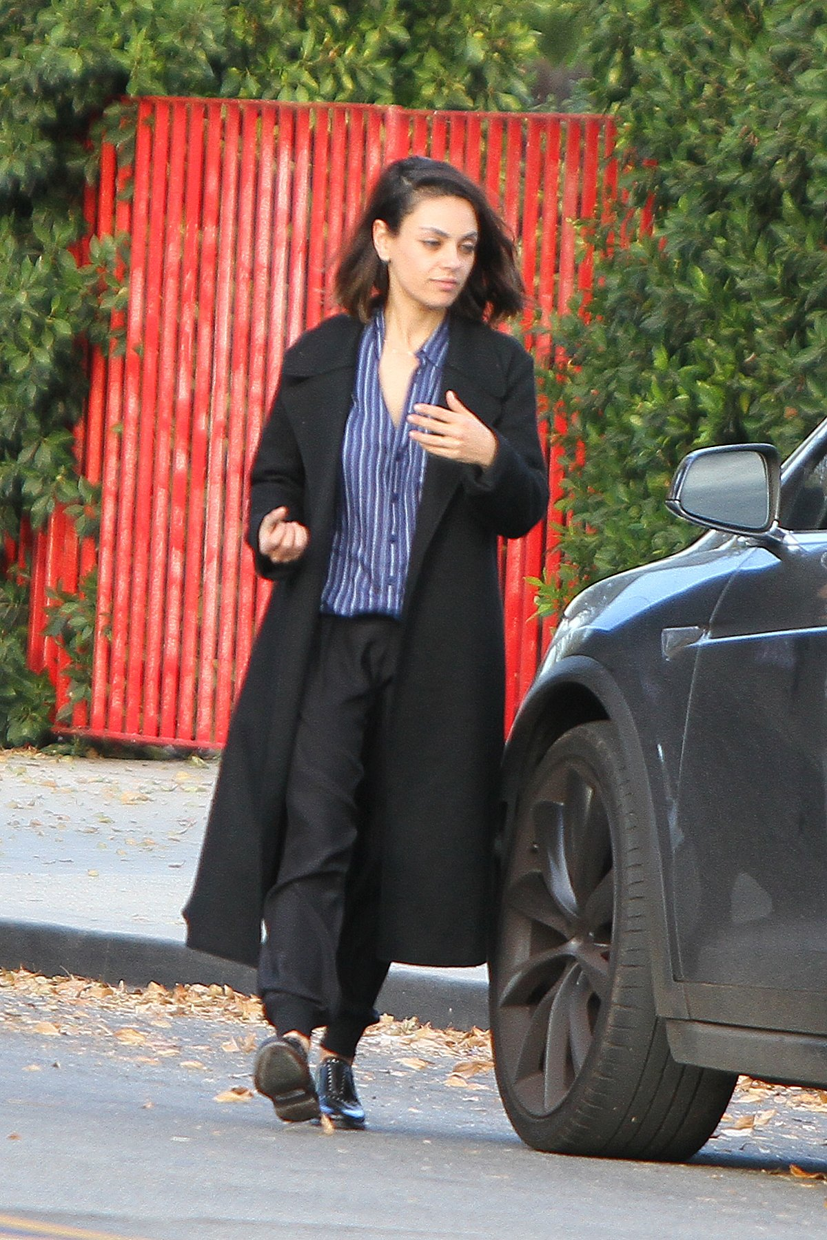 EXCLUSIVE: Mila Kunis suited up running errands in Los Angeles. 29 Nov 2017 Pictured: Mila Kunis suited up running errands in Los Angeles., Image: 356468496, License: Rights-managed, Restrictions: NO Germany, Italy, Model Release: no, Credit line: Profimedia, Mega Agency