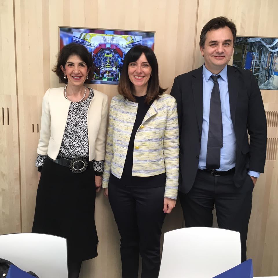 Direktorica CERN-a  Fabiola Gianotti s državnim tajnikom Tomom Antičićem i ministricom Divjak