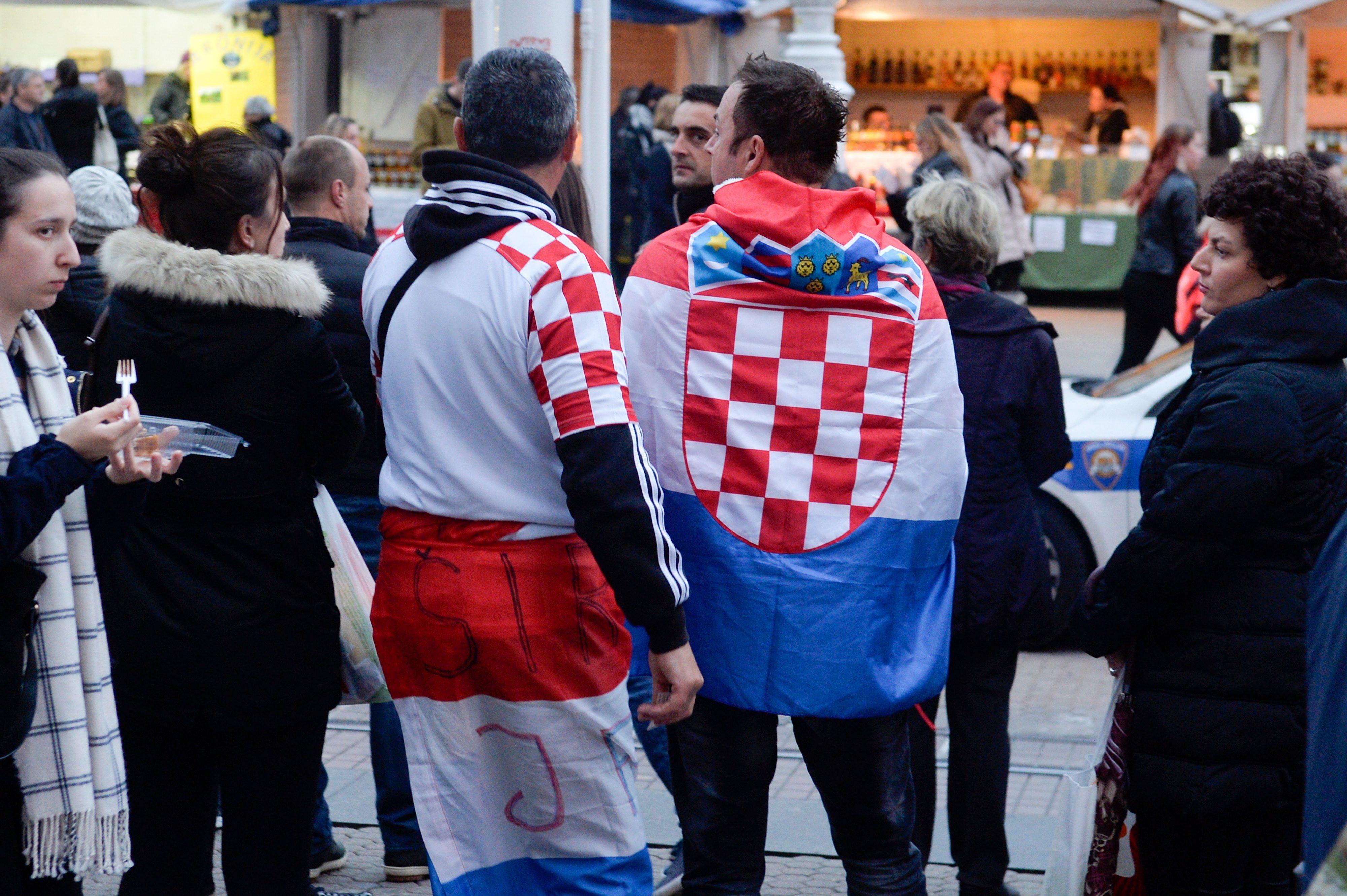 Zagreb, 091117.  Trg bana Jelacica. Navijaci Hrvatske na trgu pred kvalifikacijsku utakmicu Hrvatska - Grcka. Foto: Goran Mehkek / Hanza Media