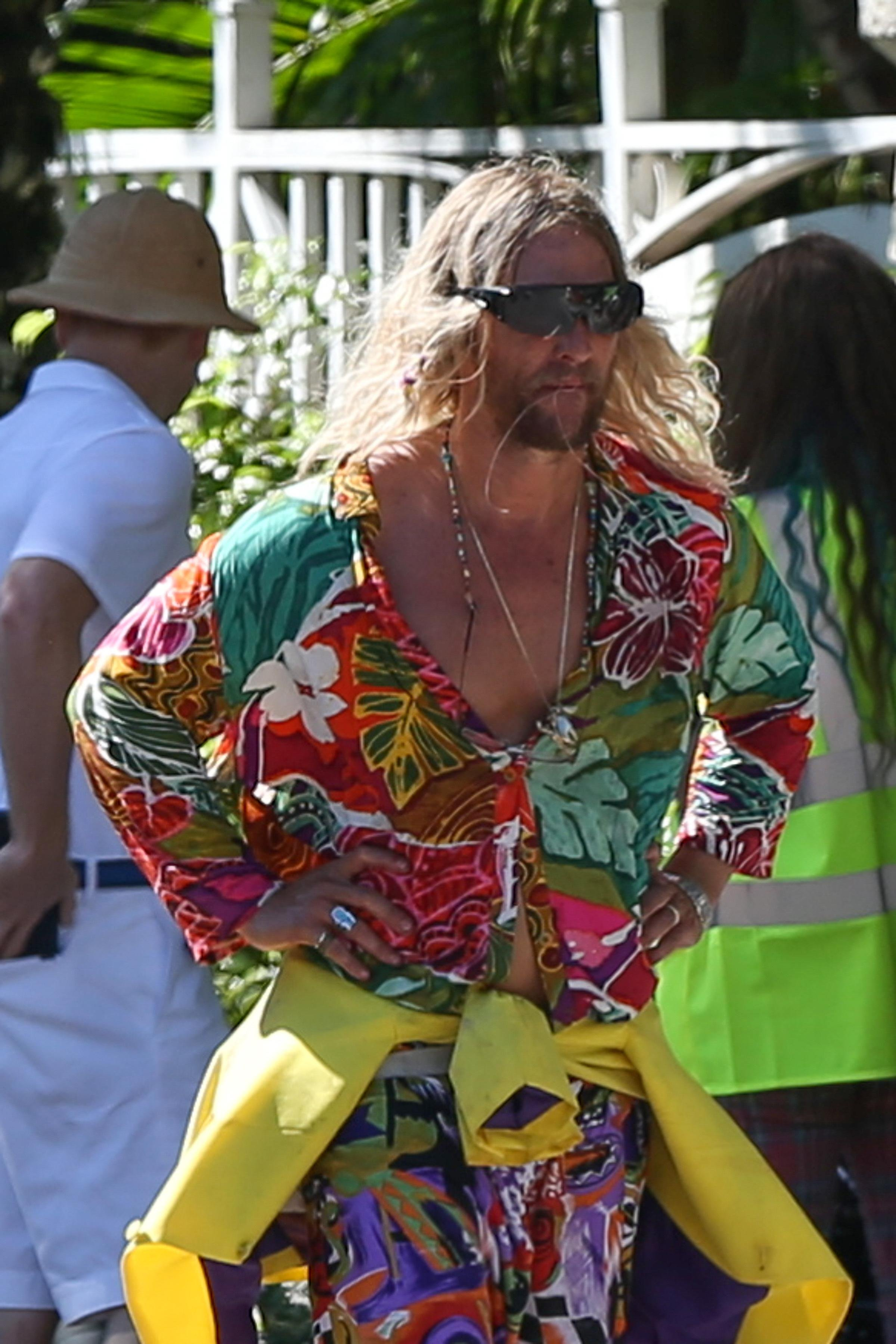 171947, EXCLUSIVE: Matthew McConaughey wears a loud outfit as he is seen in character filming scenes on the set of his last movie 'Beach Bum' in Miami Beach. Miami, Florida - Tuesday November 7, 2017., Image: 354884110, License: Rights-managed, Restrictions: , Model Release: no, Credit line: Profimedia, Pacific coast news