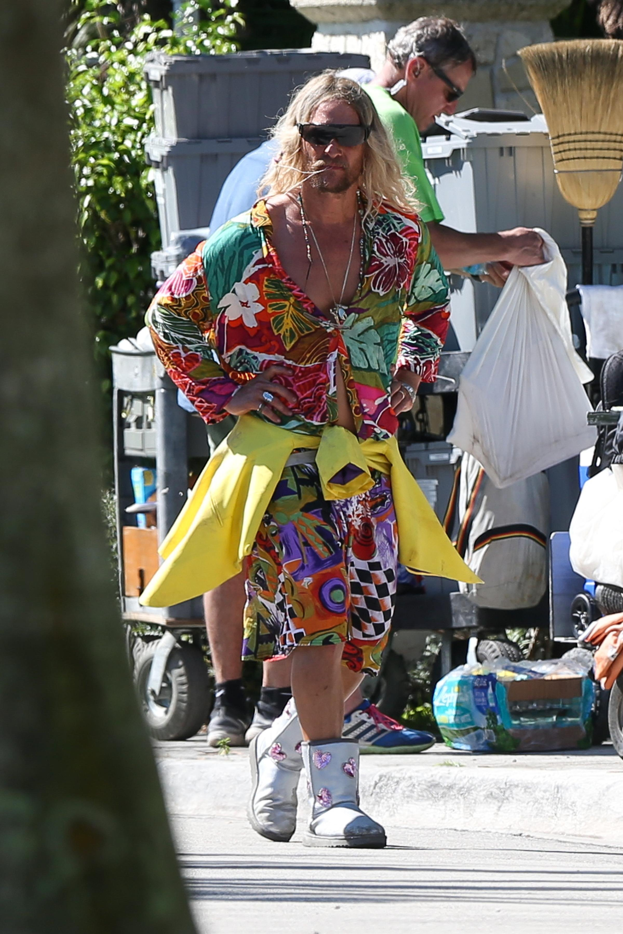 171947, EXCLUSIVE: Matthew McConaughey wears a loud outfit as he is seen in character filming scenes on the set of his last movie 'Beach Bum' in Miami Beach. Miami, Florida - Tuesday November 7, 2017., Image: 354884124, License: Rights-managed, Restrictions: , Model Release: no, Credit line: Profimedia, Pacific coast news