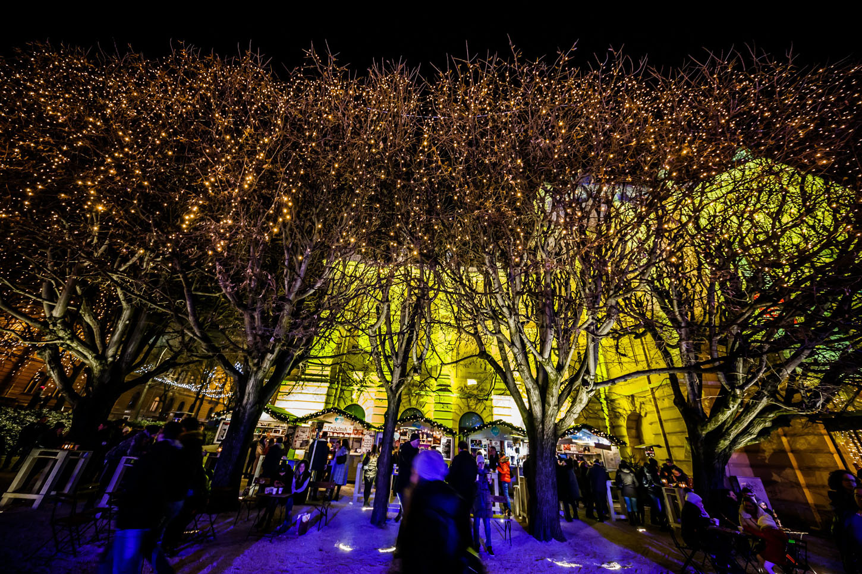 Zagreb, 061217.  Zagreb u adventsko vrijeme je dokazano jedno od najljepsih bozicnih destinacija u Europi. Na fotografiji: Trg kralja Tomislava. Foto: Zvonimir Barisin / CROPIX