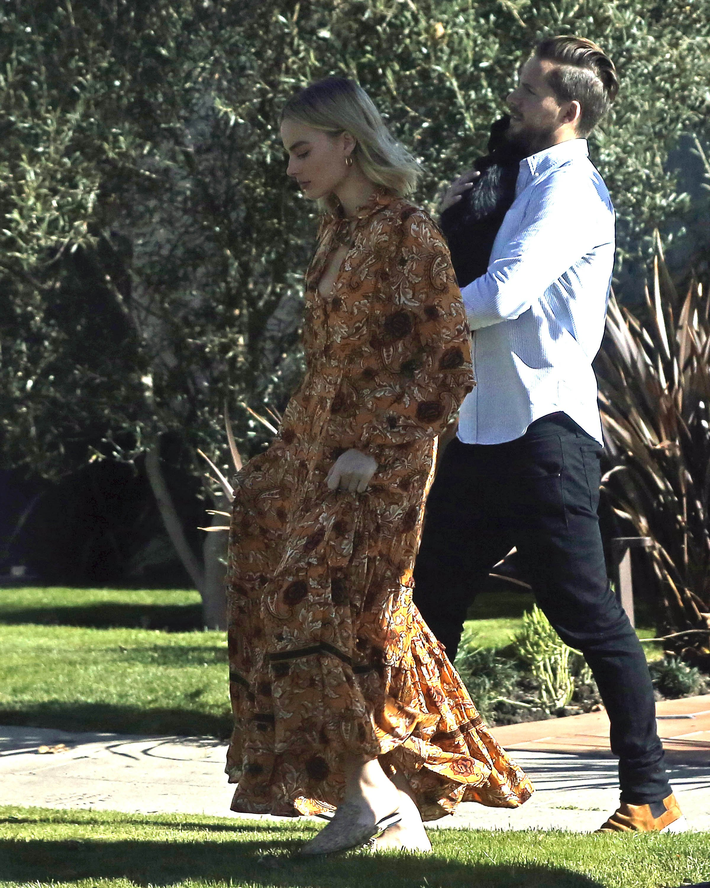 Exclusive, Los Angeles, CA - 20171211 - Margot Robbie and Tom Ackerley's Dog Get Loose in Their Neighborhood Until Tom Catches him and Takes him Back home  -PICTURED: Margot Robbie and Tom Ackerley with dog -, Image: 357602699, License: Rights-managed, Restrictions: Exclusive, Model Release: no, Credit line: Profimedia, INSTAR Images